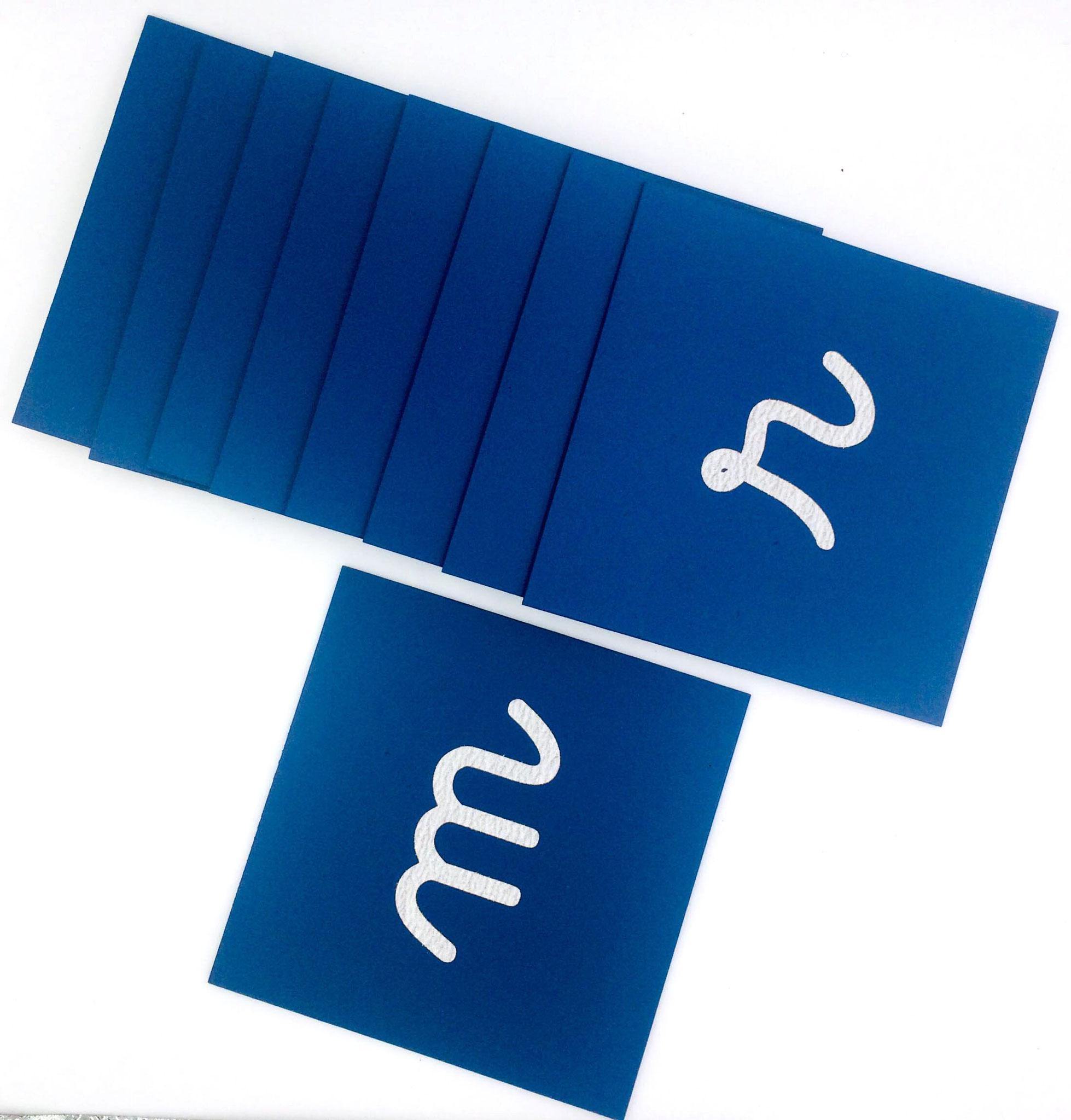 lettres collées à la main
