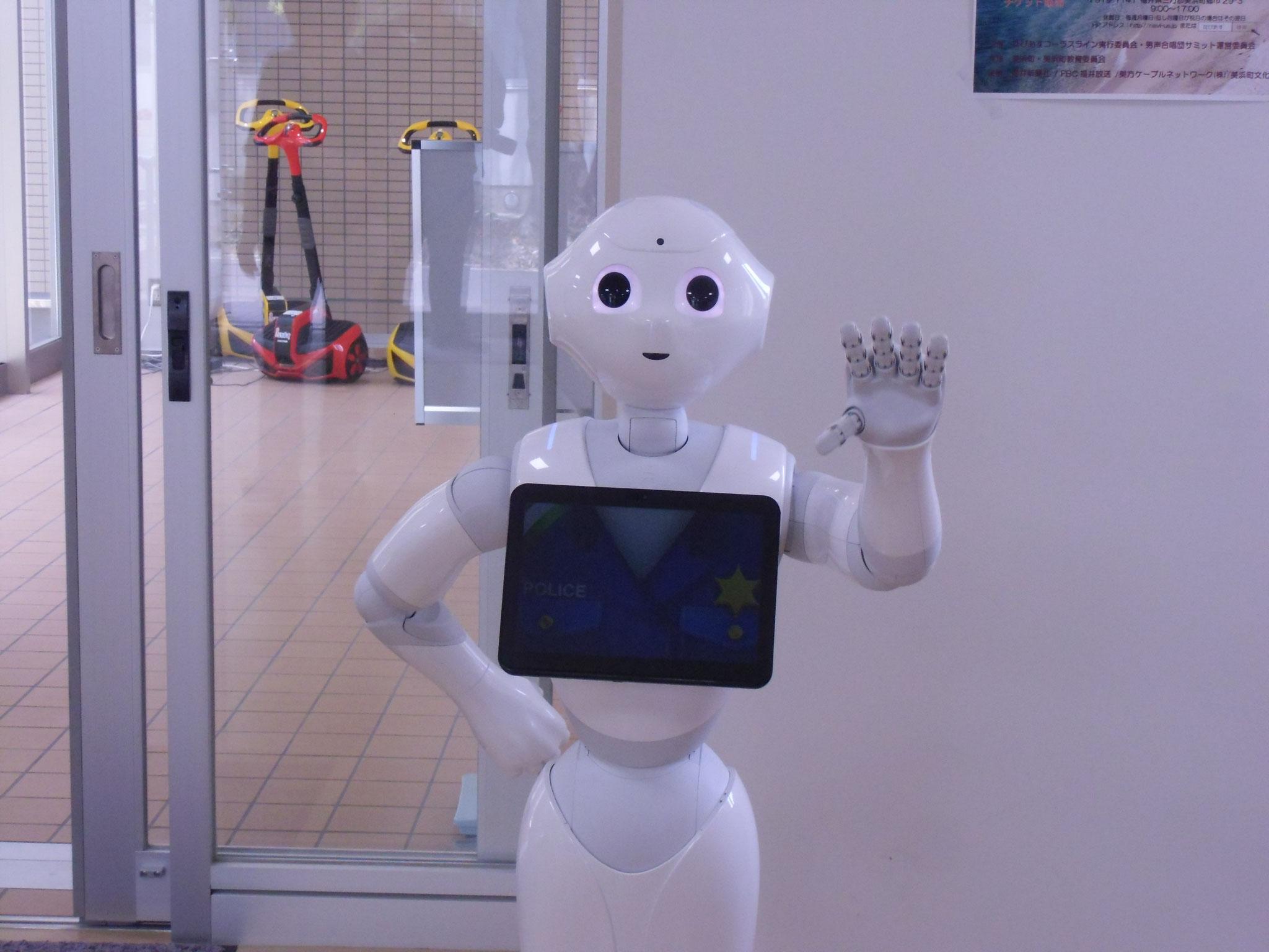 きいぱす 入り口でロボットがお出迎え