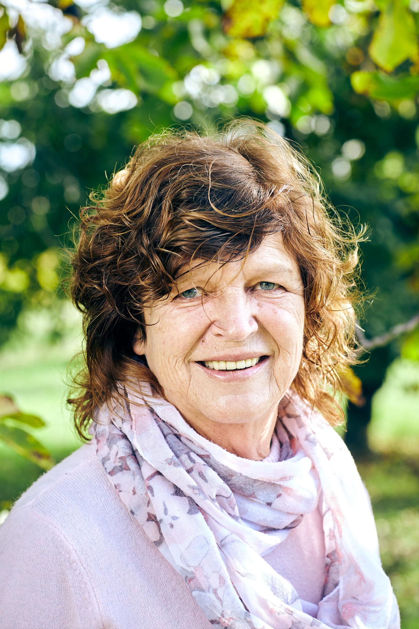Erna Platzer - die gute Seele rund um unseren Hof - hält Leib und Seelen als ausgezeichnete Köchin beieinander verantwortlich für unseren blumigen Schmuck
