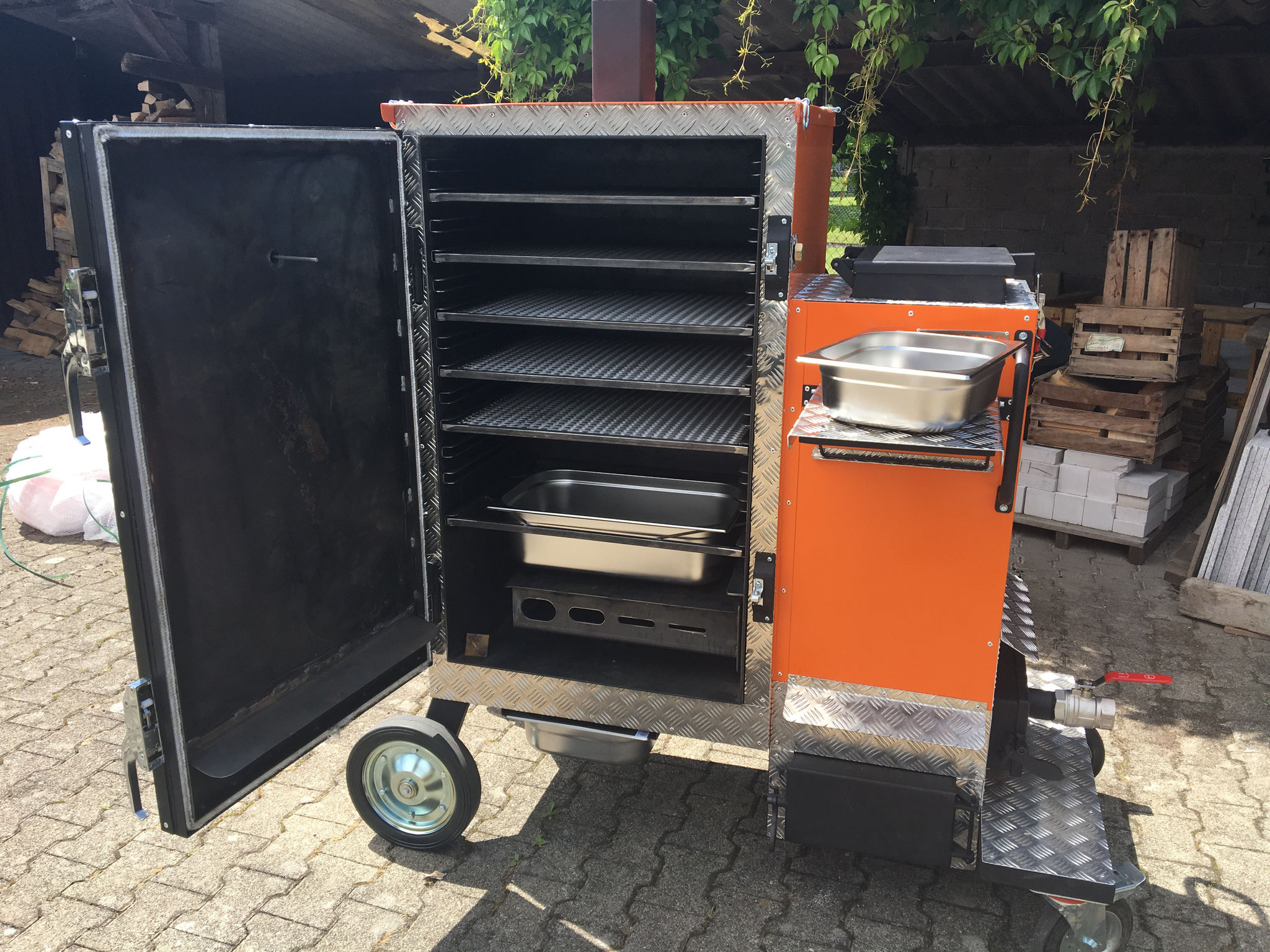 ProQ Gravity Feed Smoker GFC 3000