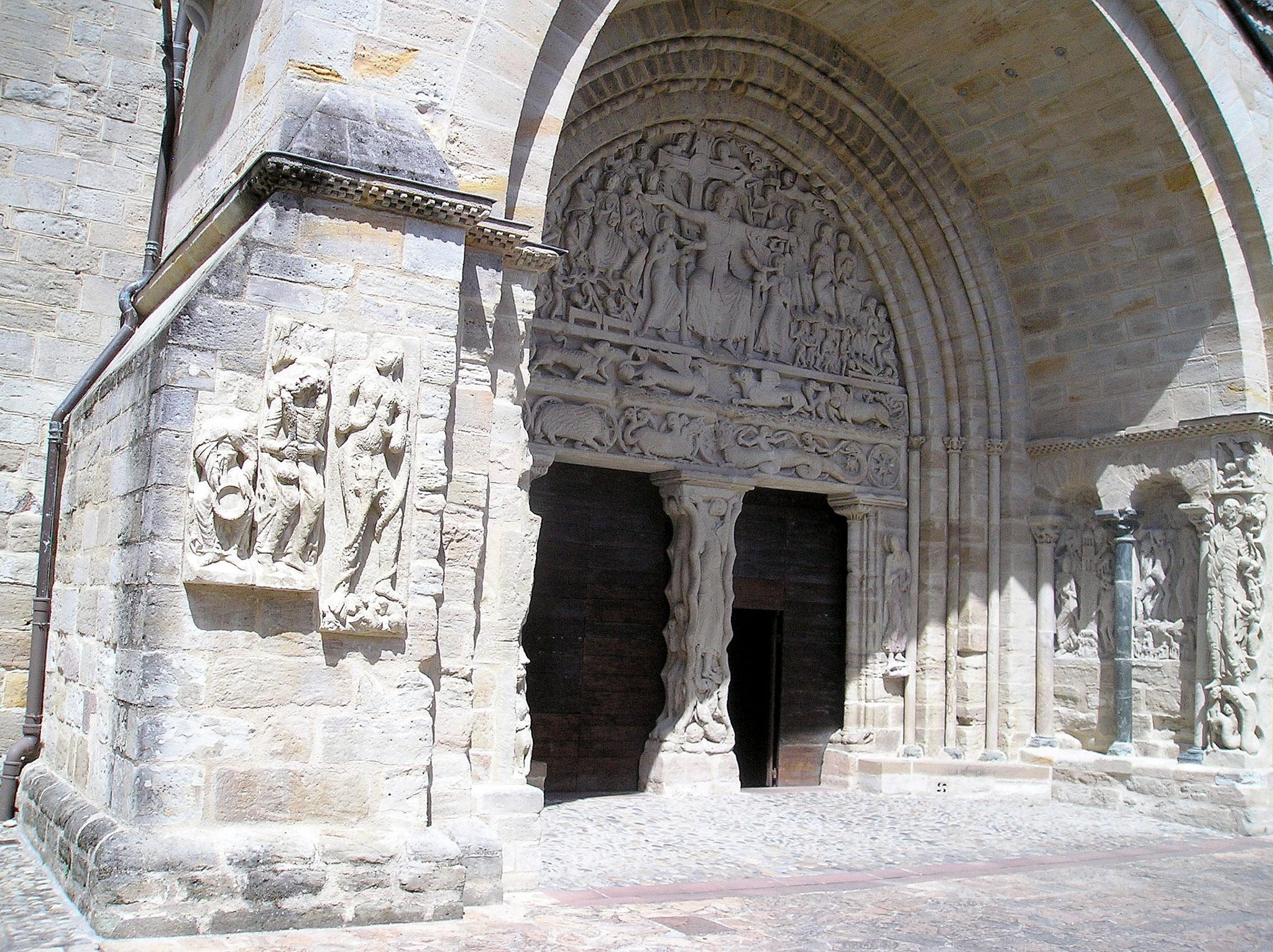 Portail sud abbatiale St Pierre de Beaulieu sur Dordogne