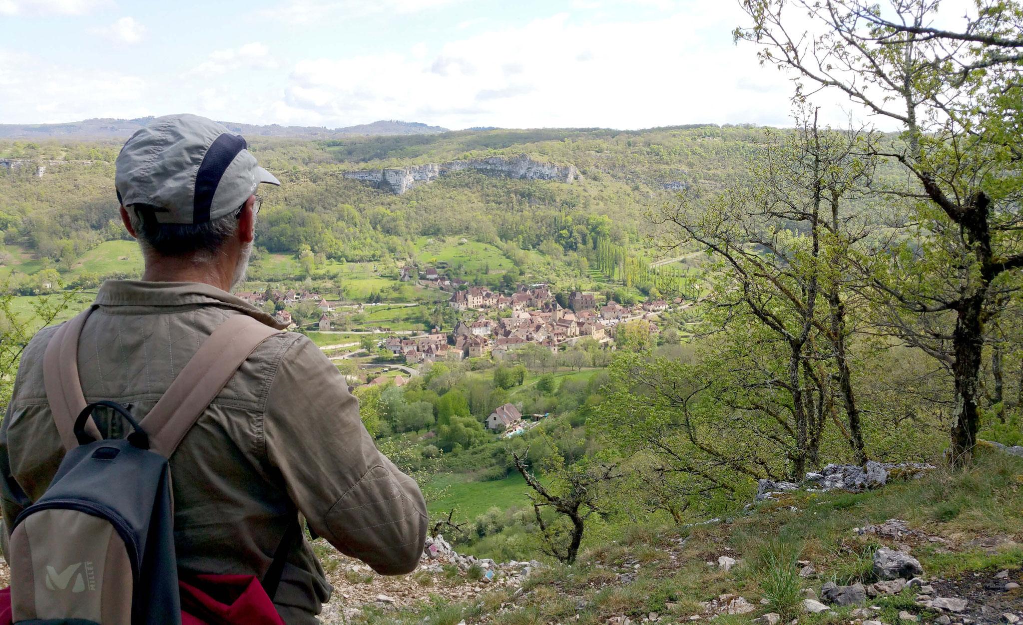 La vue d'Autoire depuis le chemin de randonnée