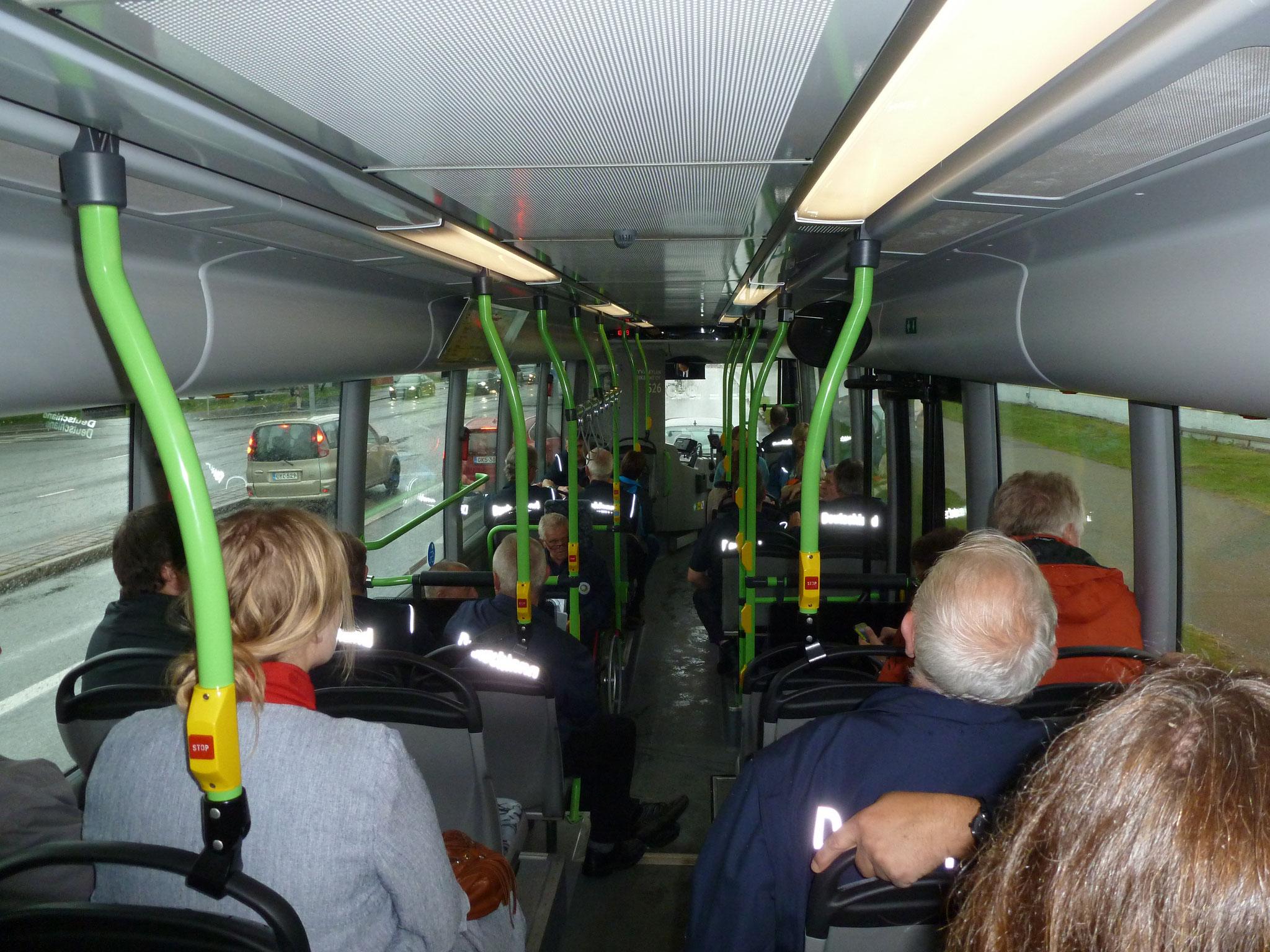 Dann ging es gleich per Bus zum Trainingsgelände.