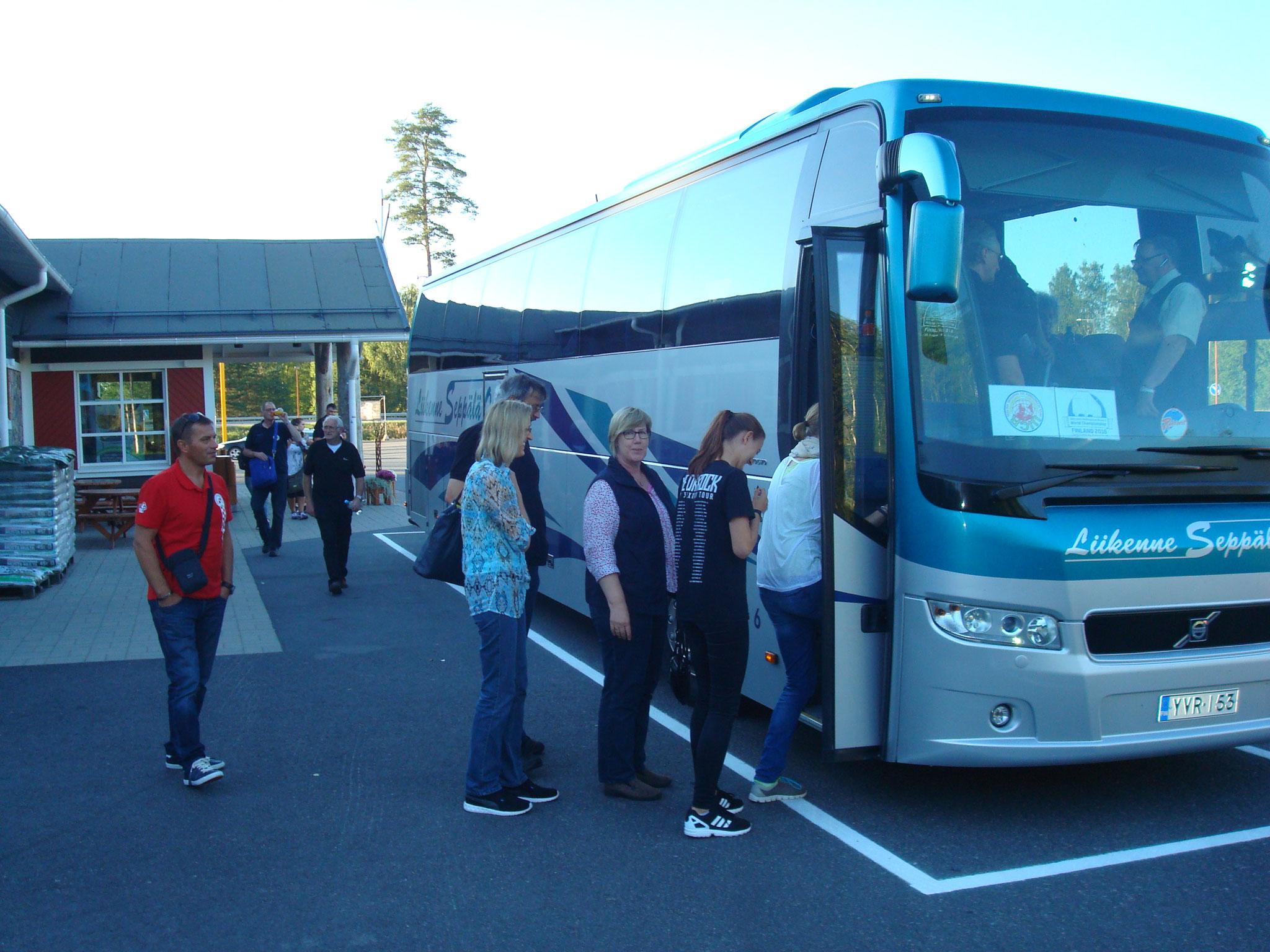 """Die """"Gruppe Hamburg"""" fuhr dann weiter mit dem Bus..."""