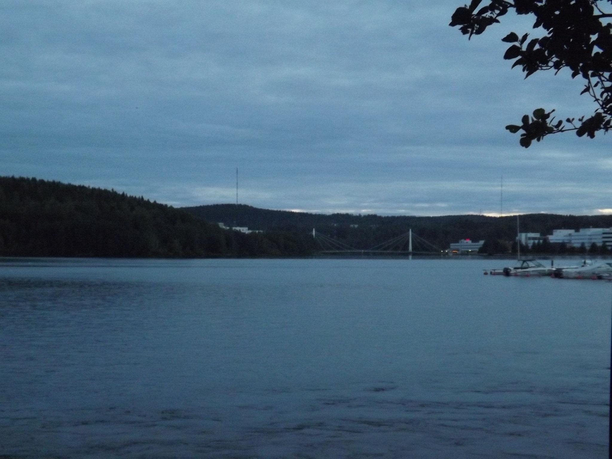 Idyllisch und ruhig präsentierte sich der große See gleich hinter dem Turniergelände.