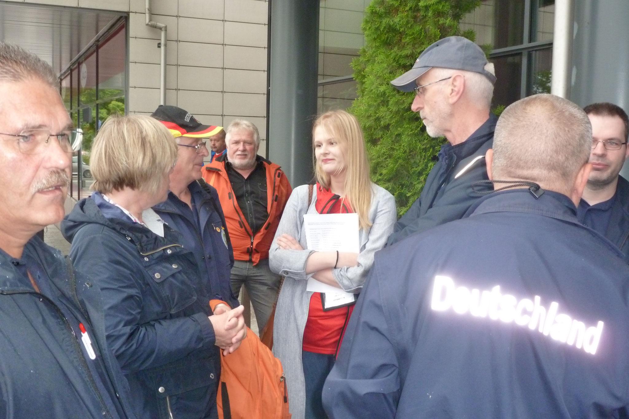Am nächsten Morgen stellte sich Anna vor, die der deutschen Mannschaft als Hostess für die Tage der WM zugeteilt war.