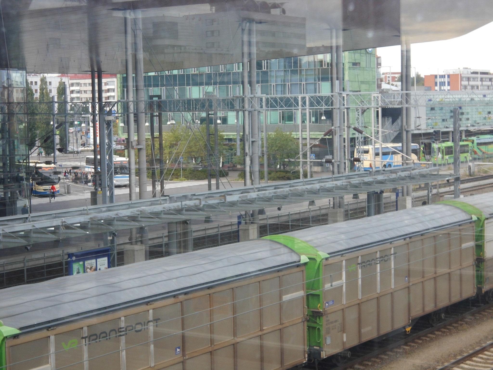 ...mit Blick auf Güter- und Busbahnhof auf der rechten...