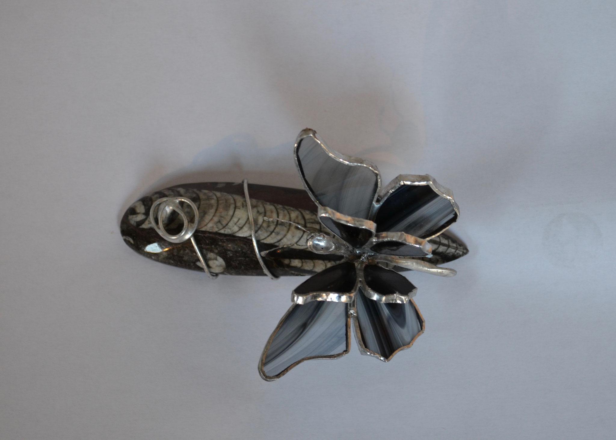 Papillon en Tiffany sur fossile