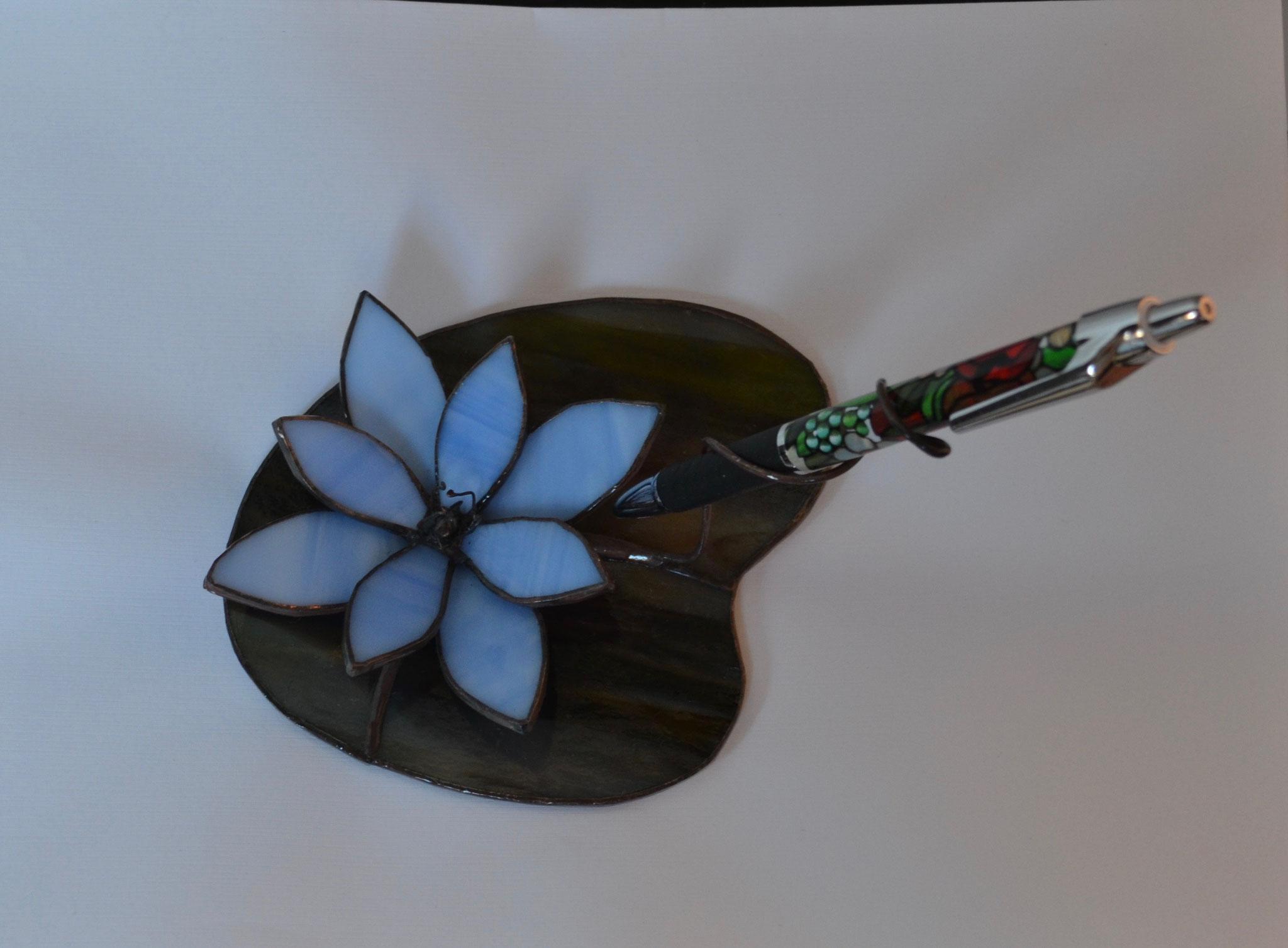 Porte stylo fleur bleue en Tiffany