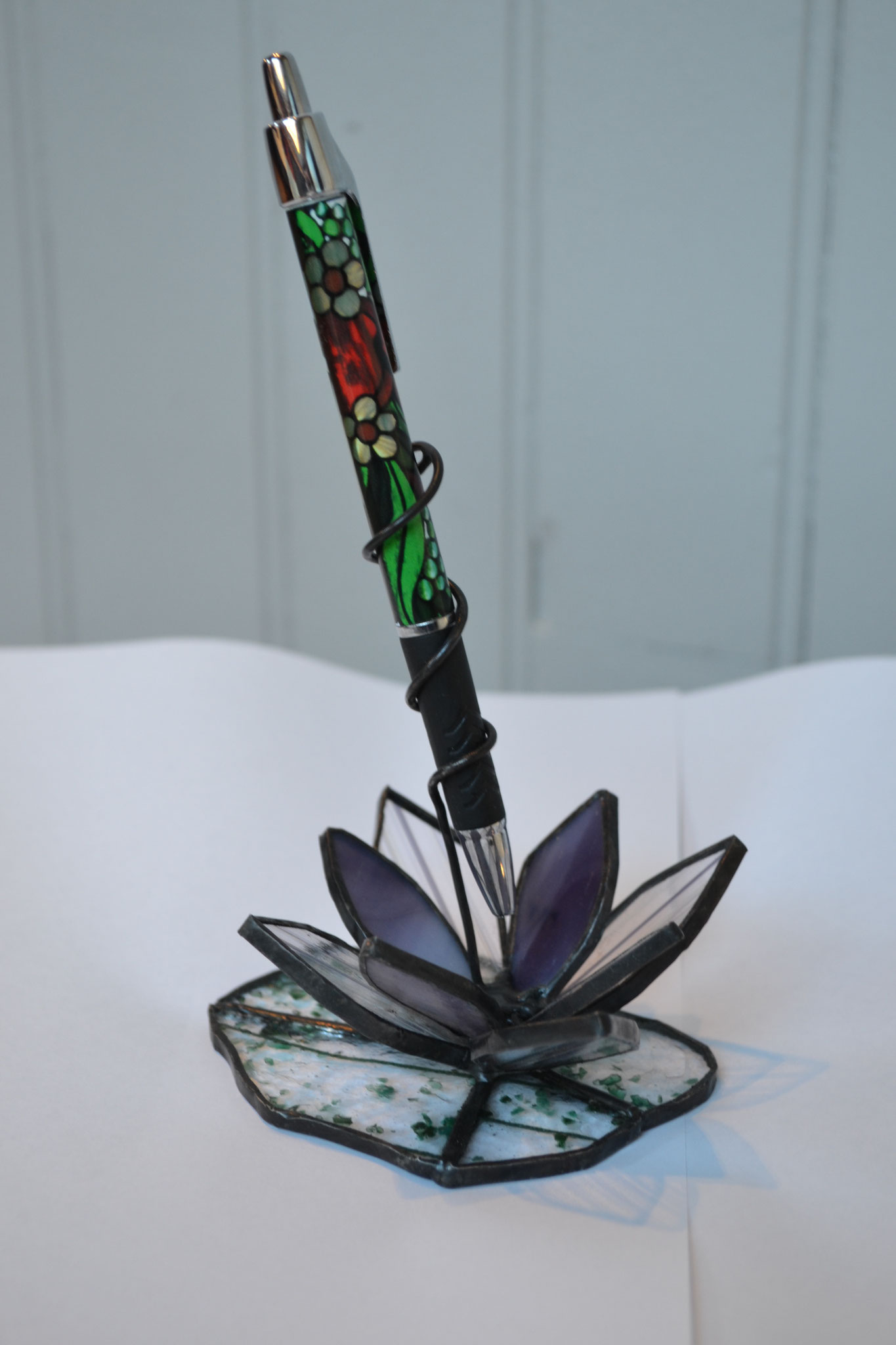 Porte stylo fleur violette en Tiffany