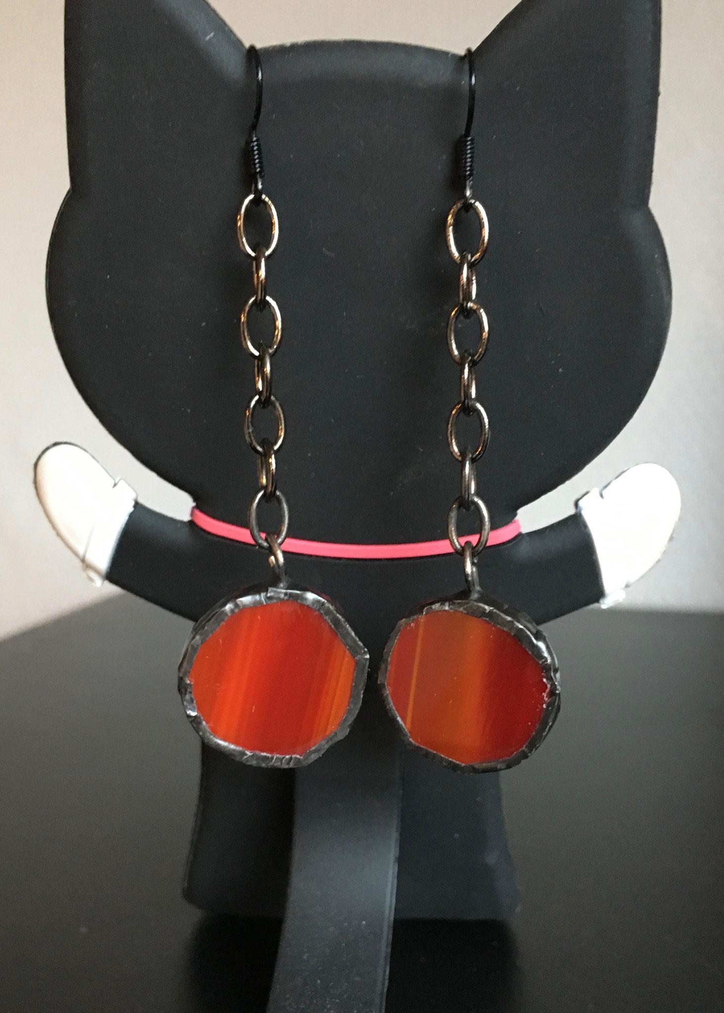 Boucles d'oreilles Tiffany rouges sur chaîne (6 x 2 cm) 9€     Ref: BO18