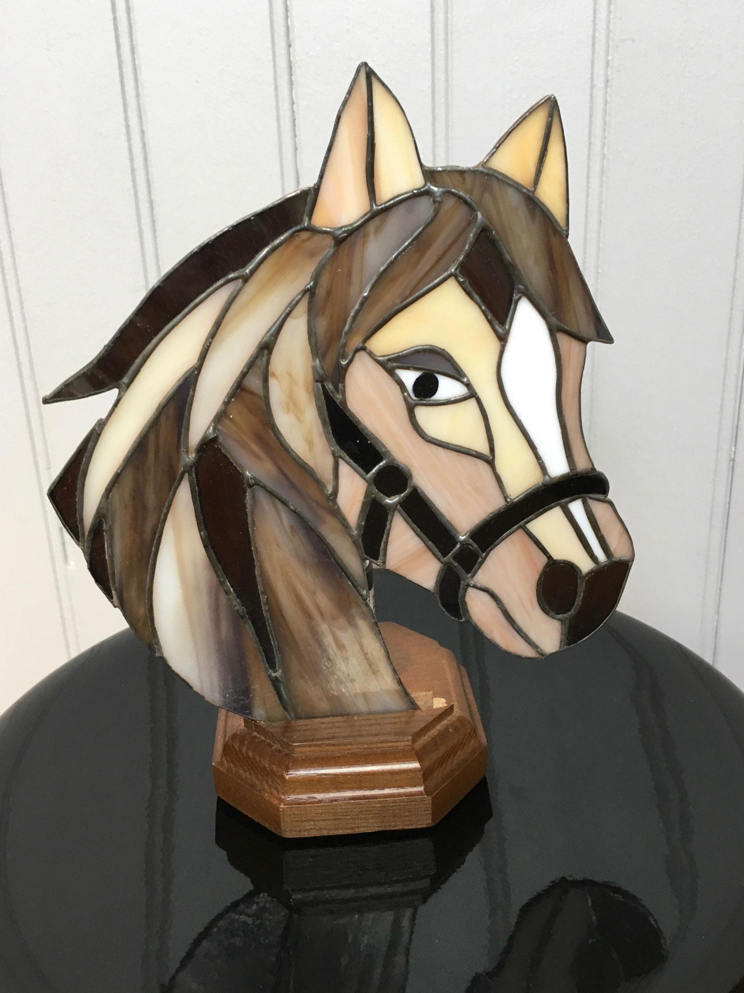 Lampe tête de cheval réalisée en Tiffany Eteinte