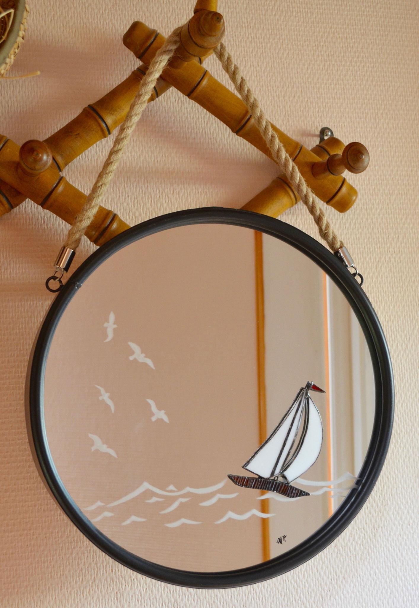 """Miroir """"sablage"""" et voilier en Tiffany"""