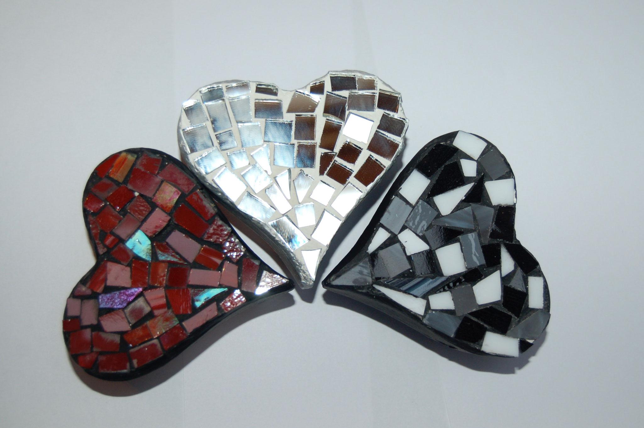 Boîtes avec décor mosaïque de verre