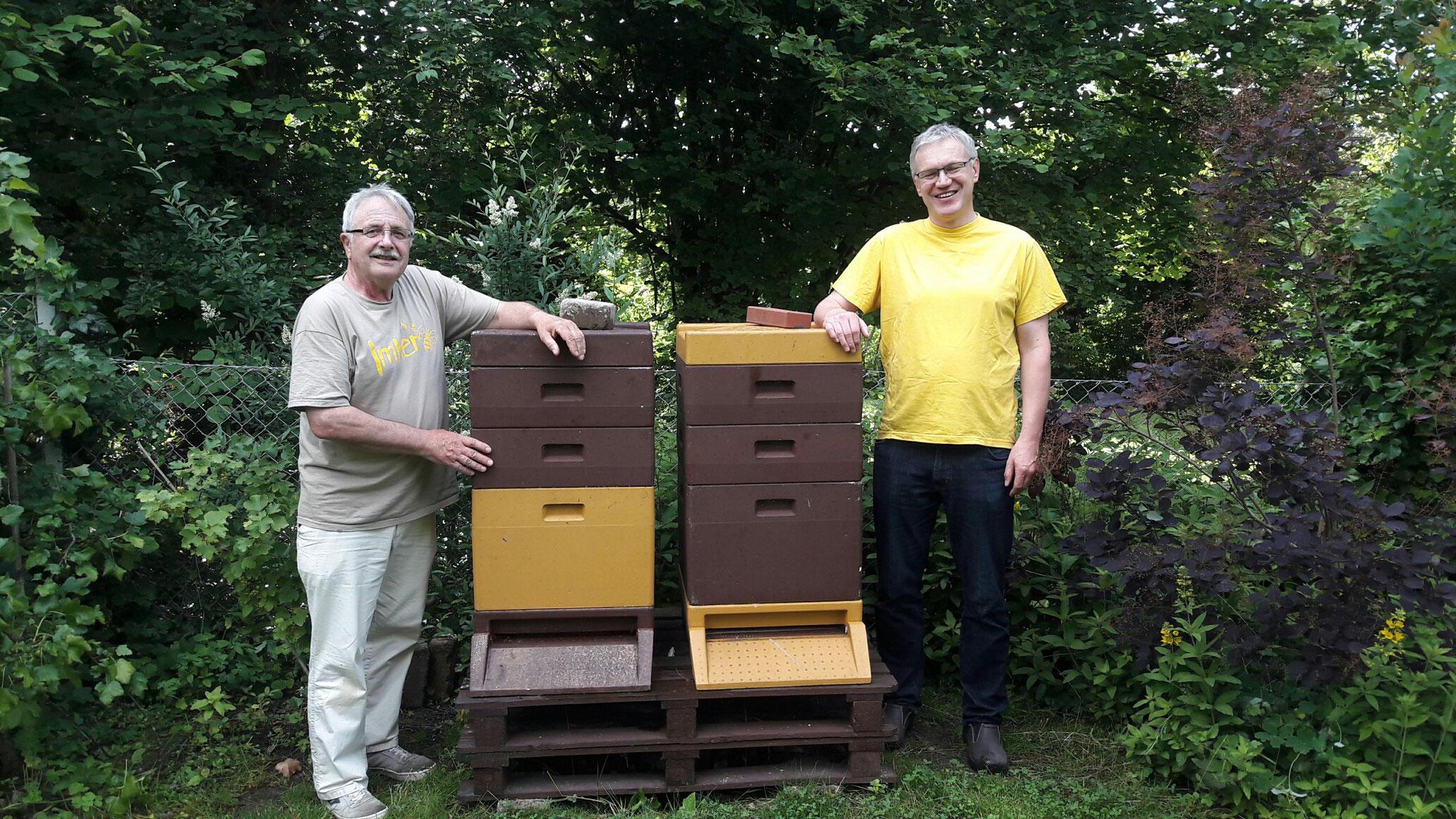 Plausch am Bienenstand