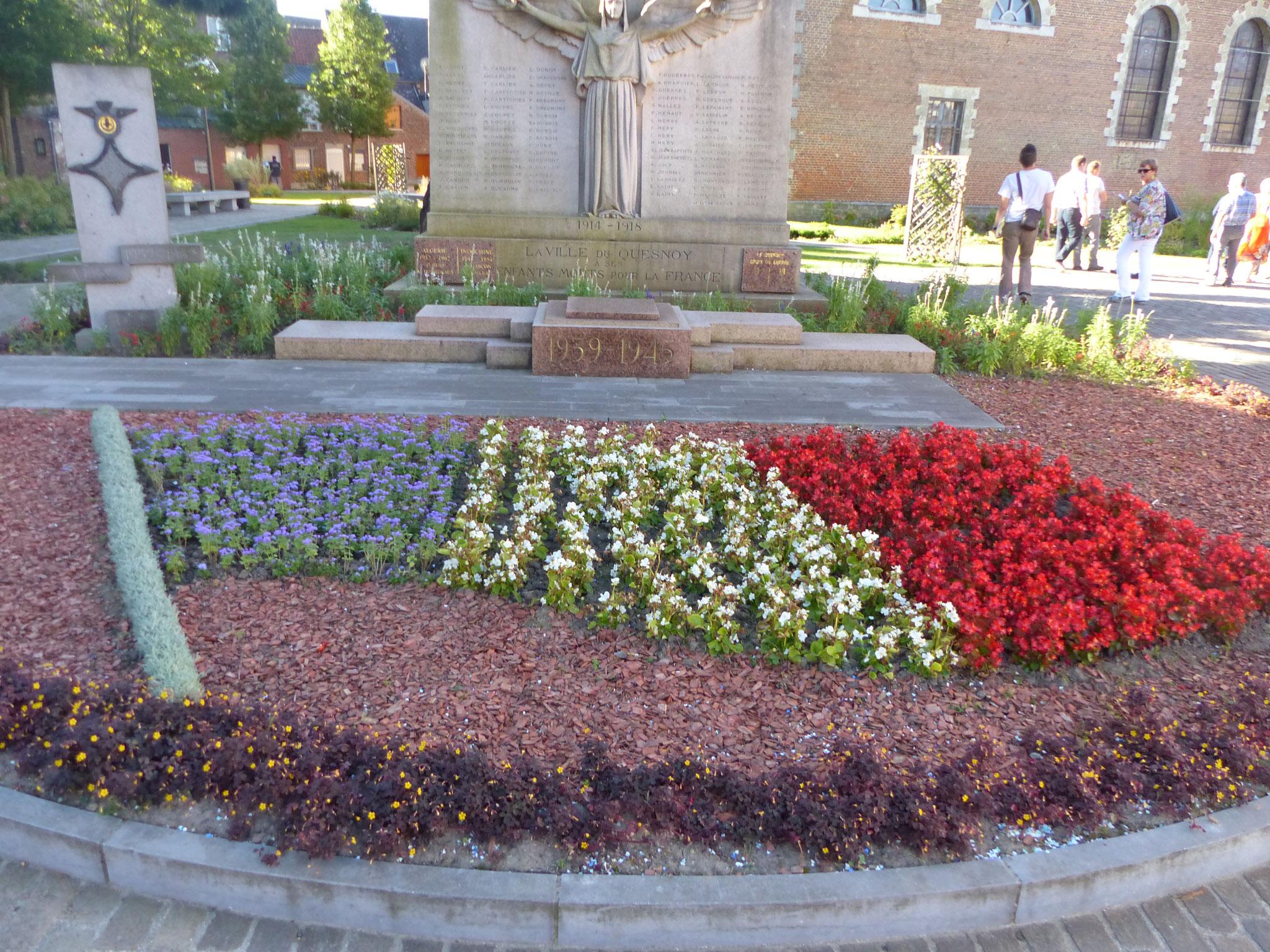 massif fleuri en drapeau français