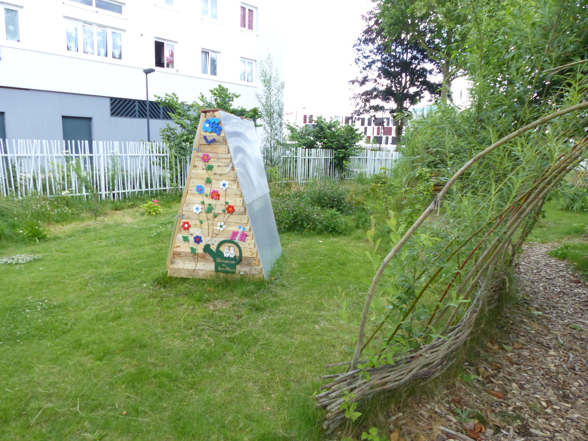 Oeuvre collective dans le Jardin