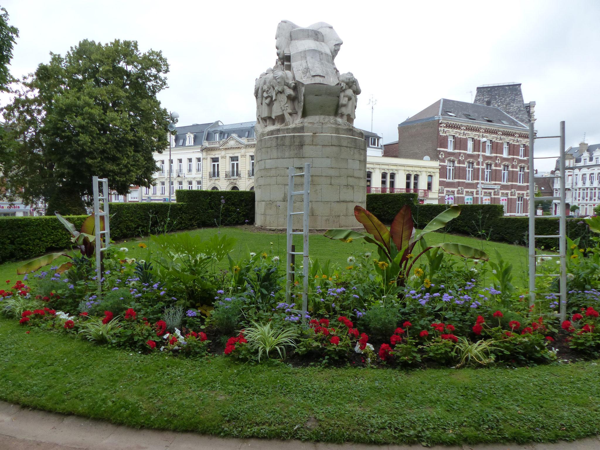 Le Monument de la Victoire vu du Jardin Public