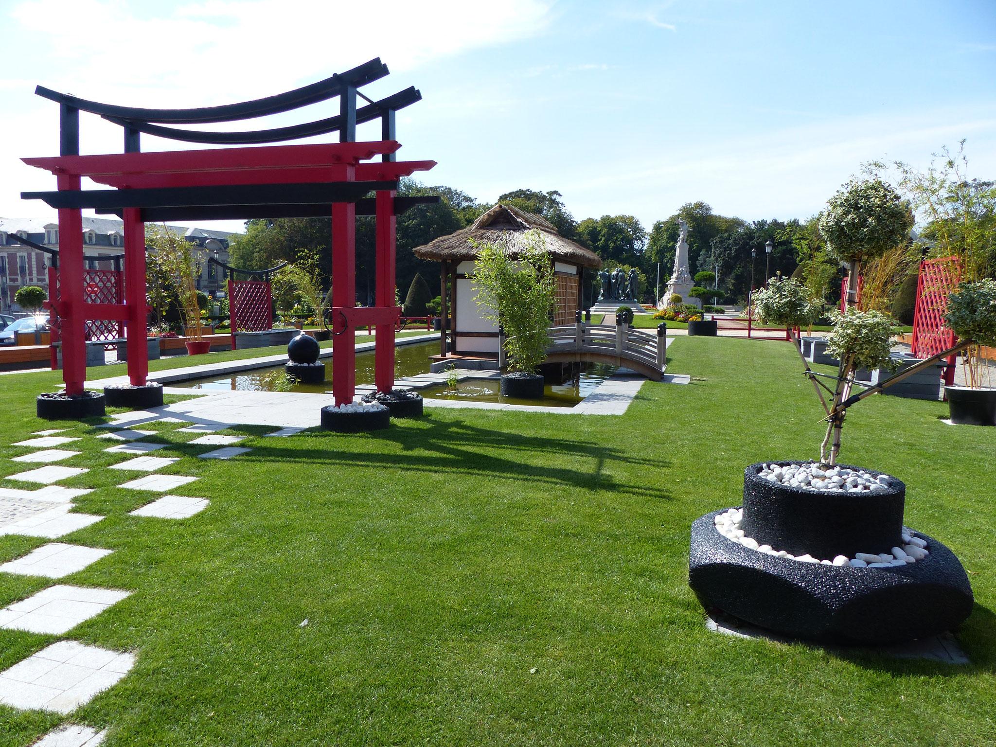 le jardin éphémère asiatique face à l'hôtel de ville