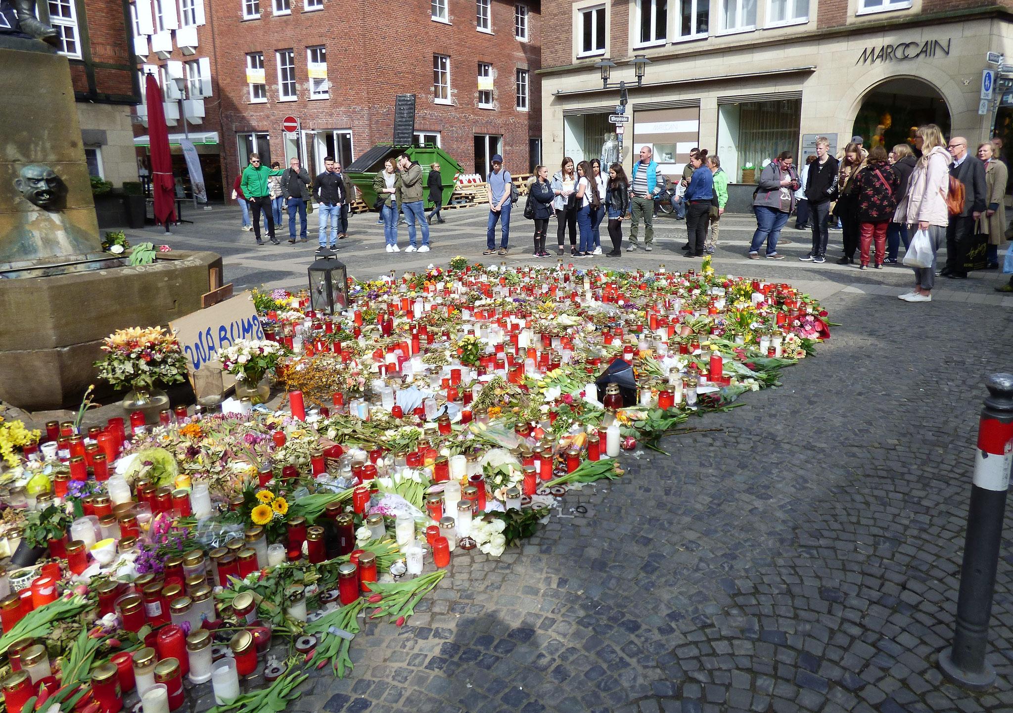 Am Kiepenkerl gedachten wir der Opfer der Amokfahrt vom 7.4. in Münster!