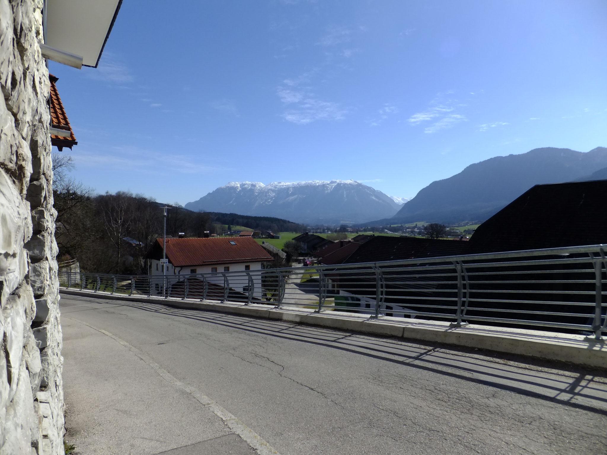 Blick vom Kirchberg in Anger Richtung Untersberg im Frühling