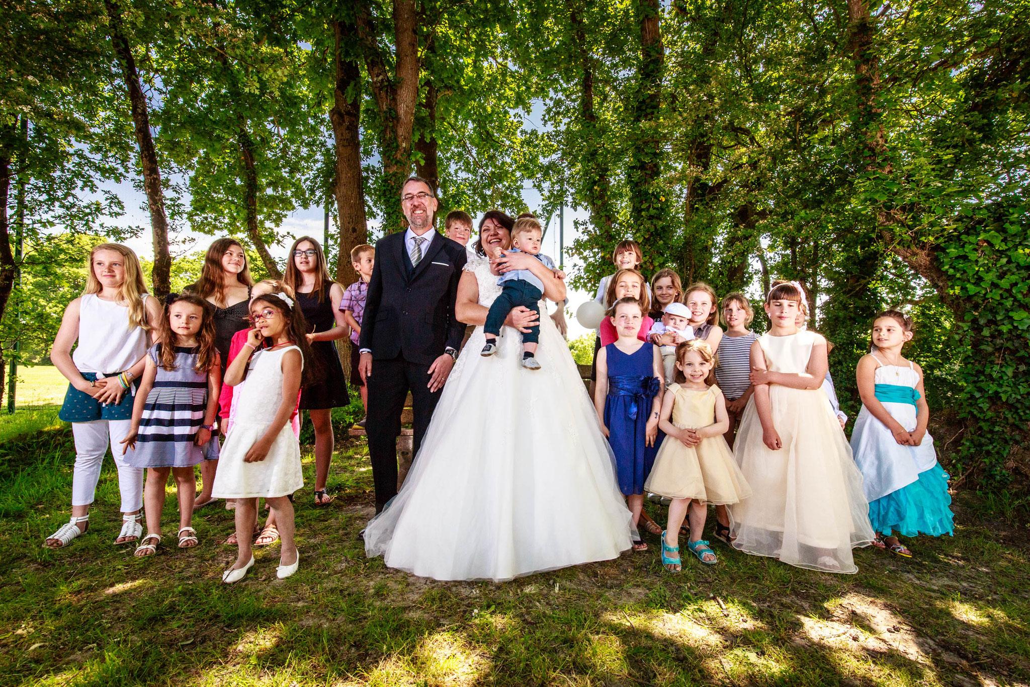 photo de groupe mariages à mesquer salle de l'artymes