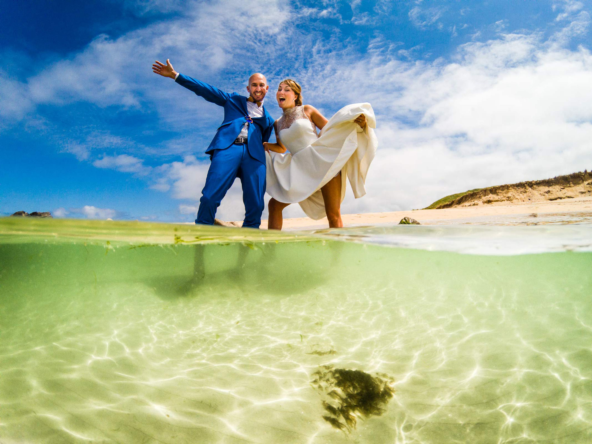 Des photographies de mariages qui sortent de l'ordinaire, Photographe de mariages à l'île de Houat wedding photo, underwaterweddingphotography dome turquoise