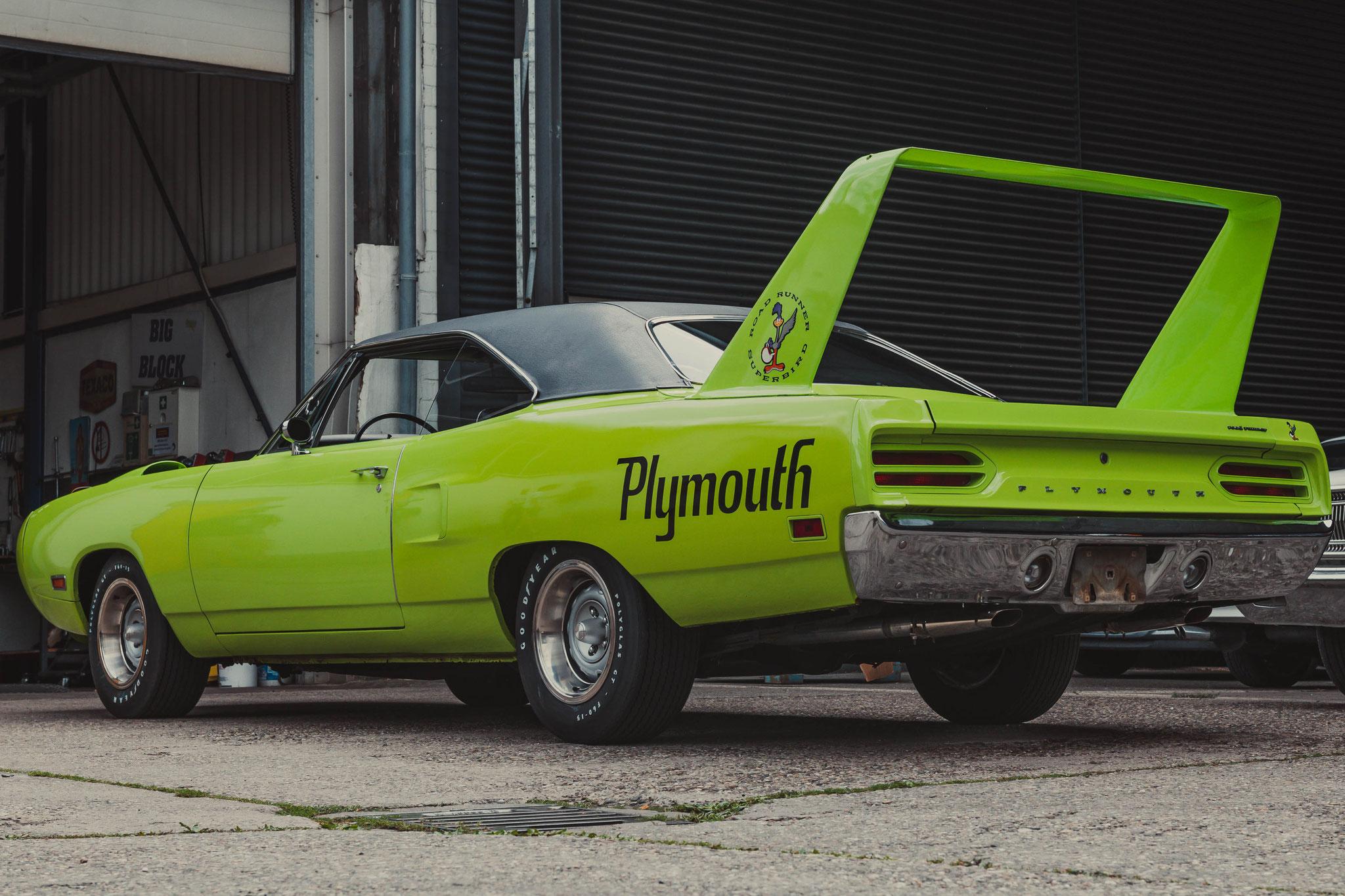 Plymouth Superbird vor der Werkstatt PEP Cars e. V. in Frankfurt