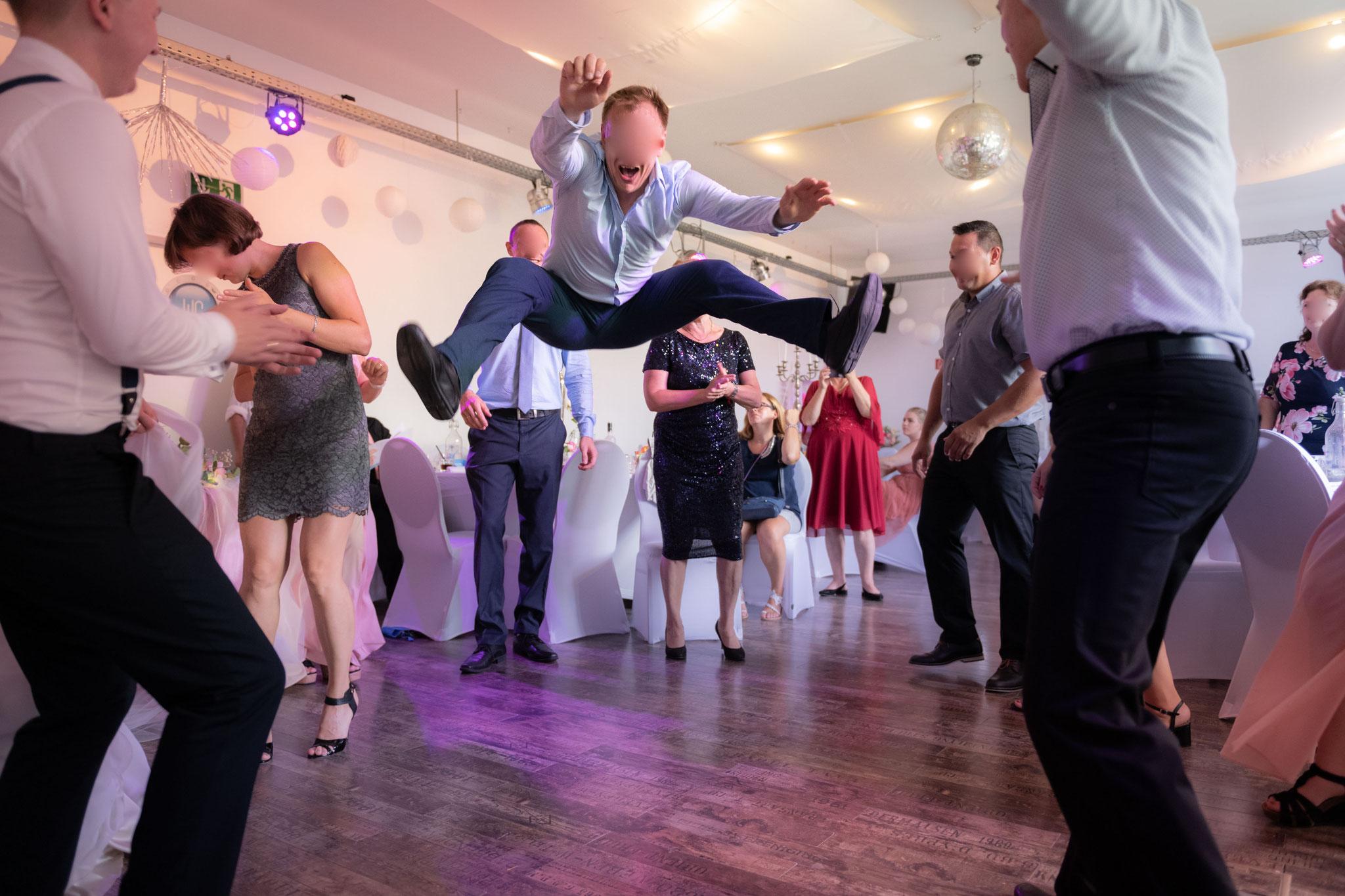 """Eine Hochzeitsfeier in der netten Location """"Hafenliebe"""" in Neuss"""