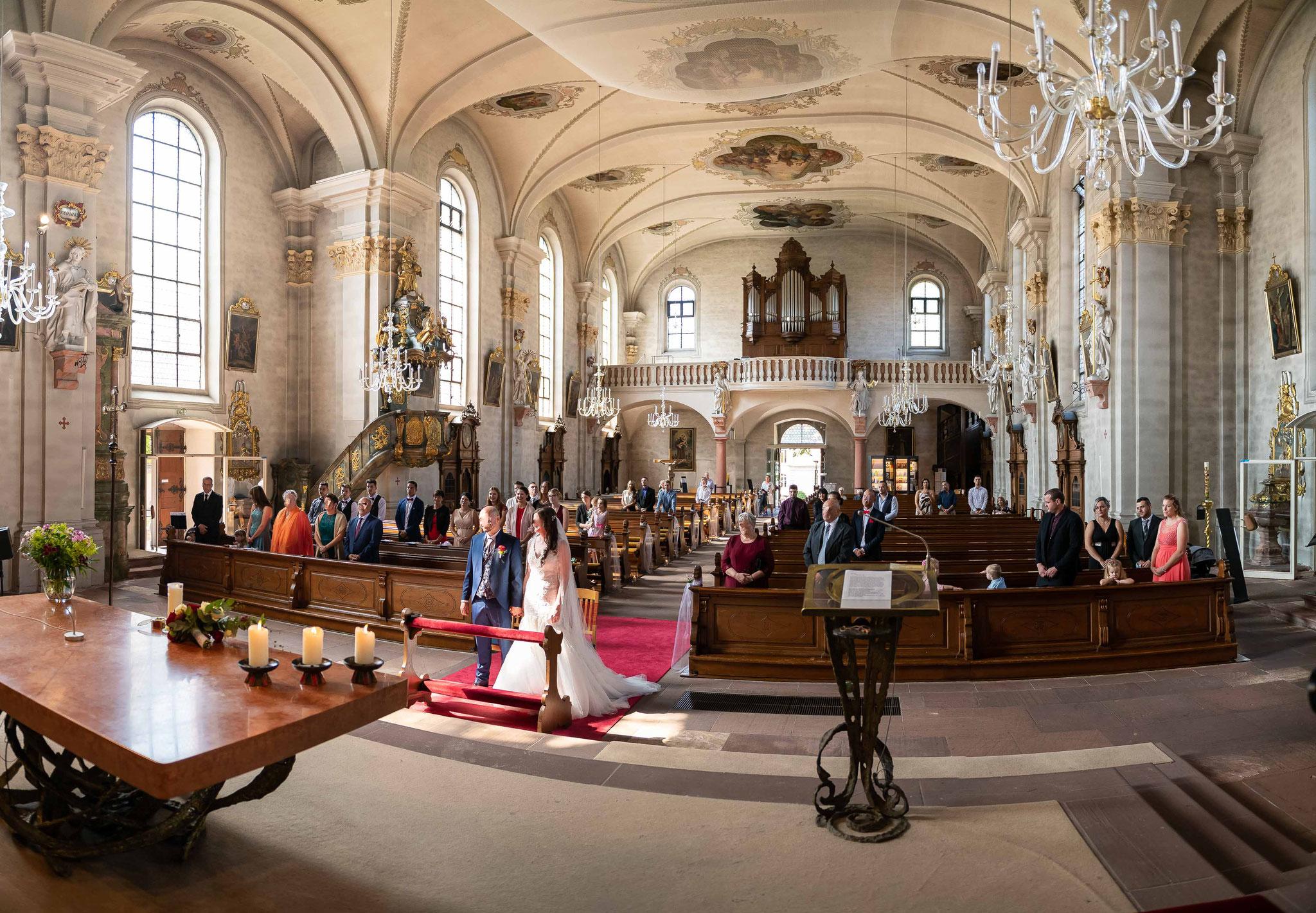 Kamerateam Kameramann Videograf und Hochzeitsfotograf für meine Hochzeit in Freiburg