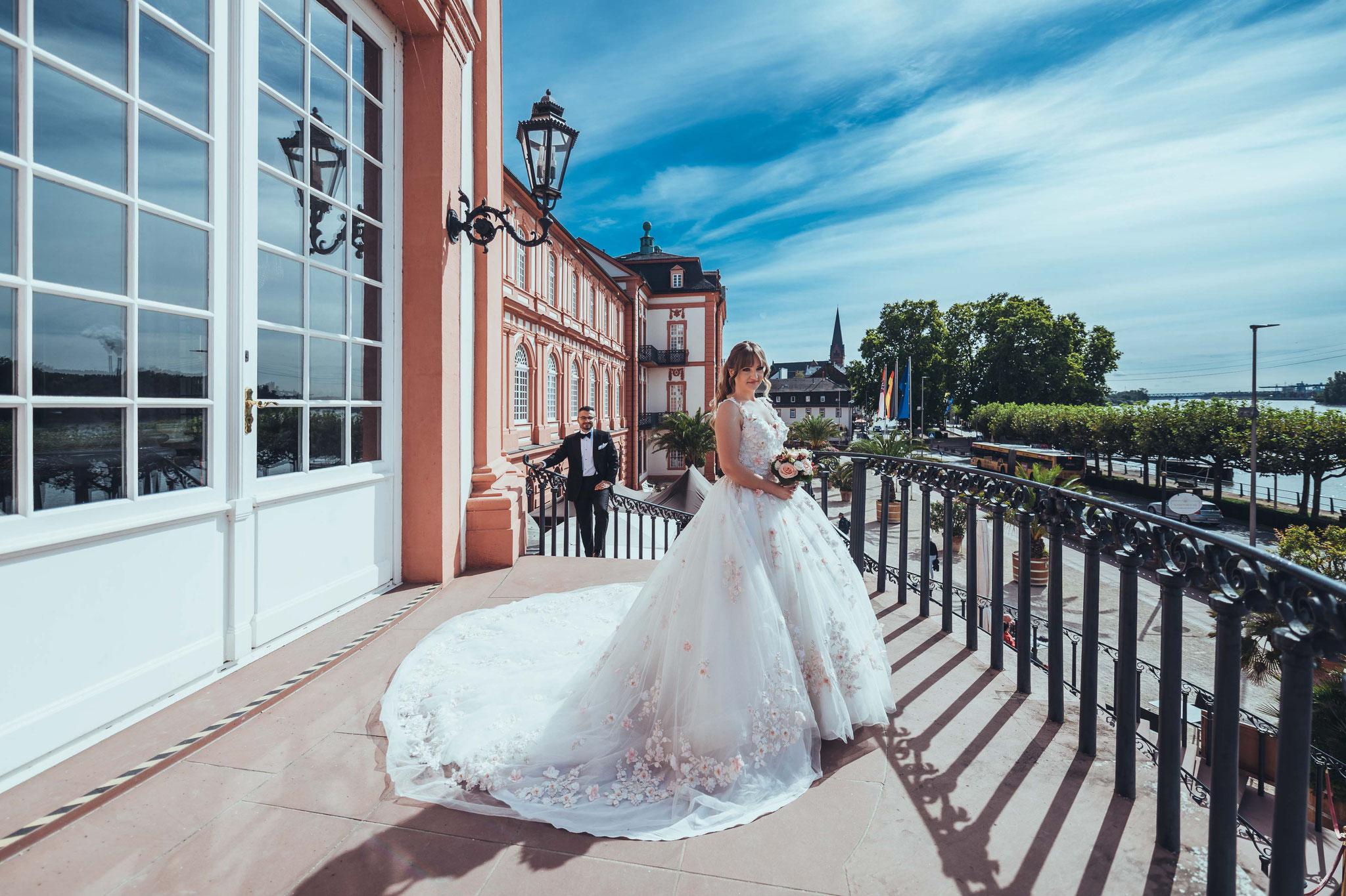 Afterwedding Fotoshooting in Wiesbaden beim Schloss Biebrich