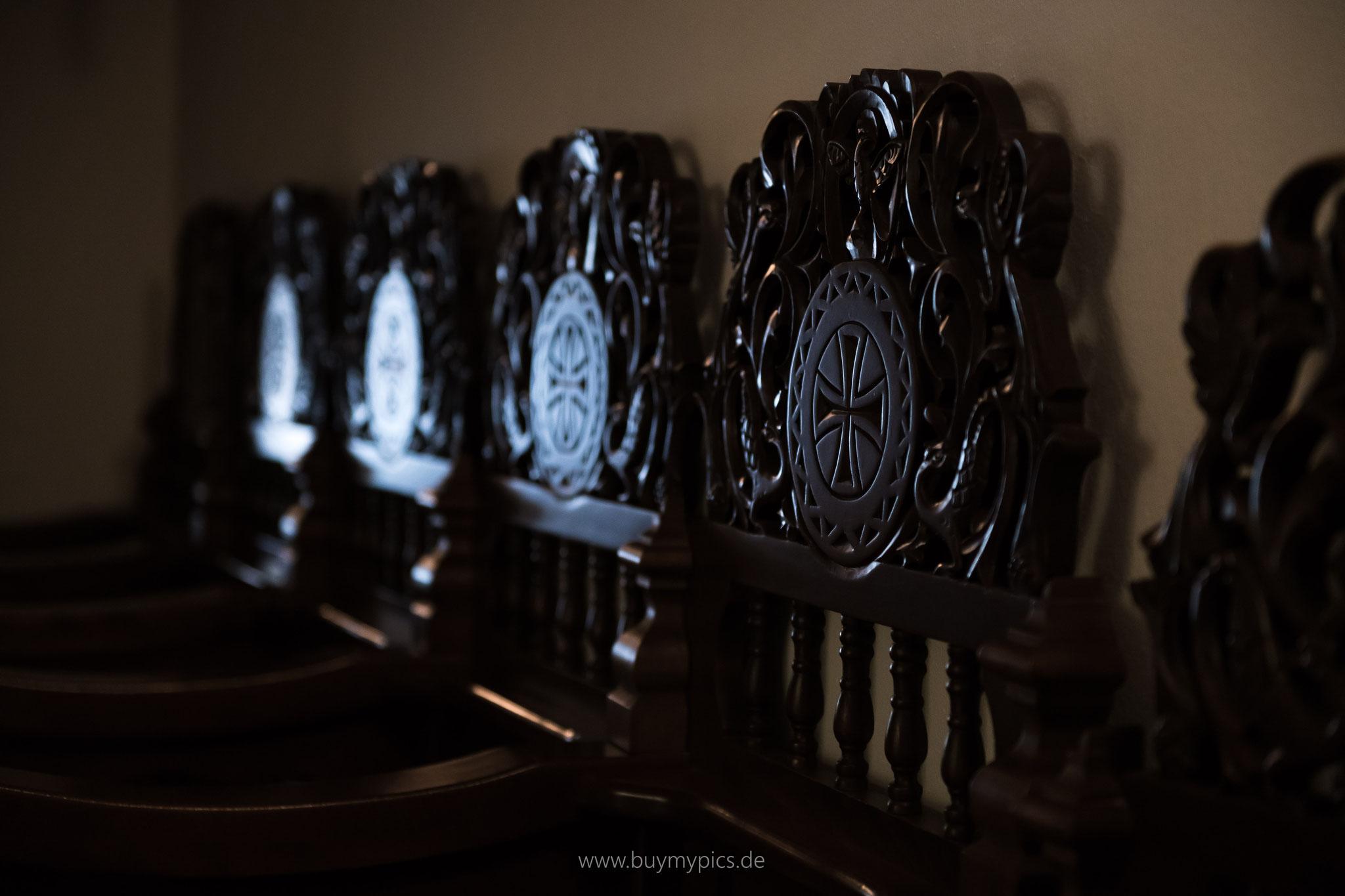 Sitzgelegenheiten in der Kirche