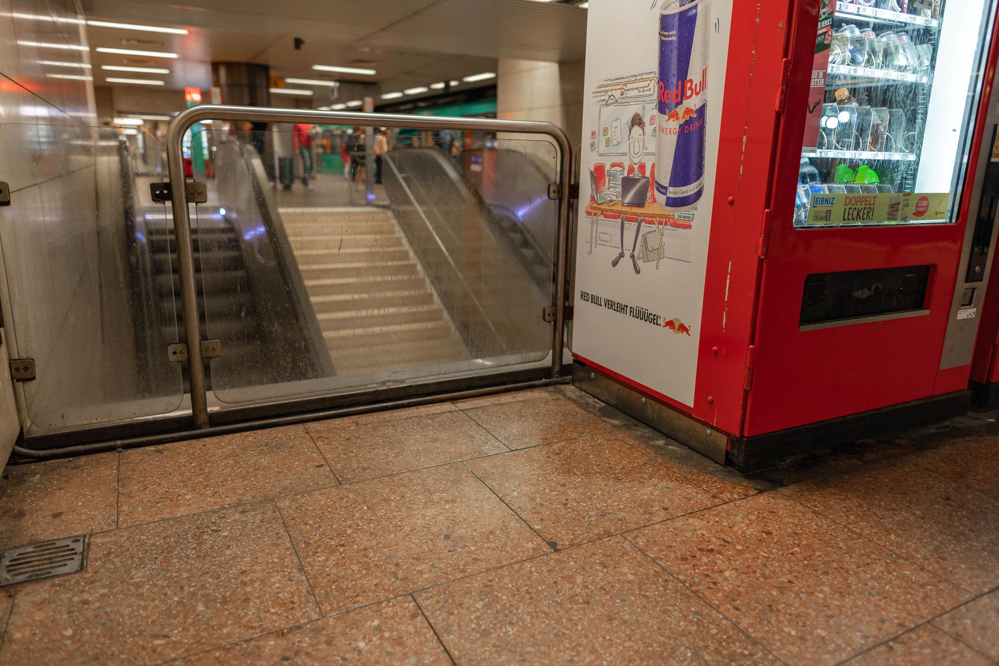 Jede verlassene Ecke am Hauptbahnhof von Frankfurt stinkt bestialisch nach Urin und Exkrementen