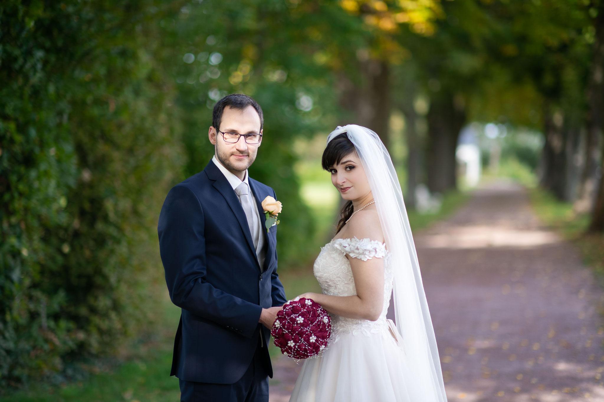 Fotos und Videos beim Brautpaarshooting im Garten von Schloss Braunshardt in Weiterstadt
