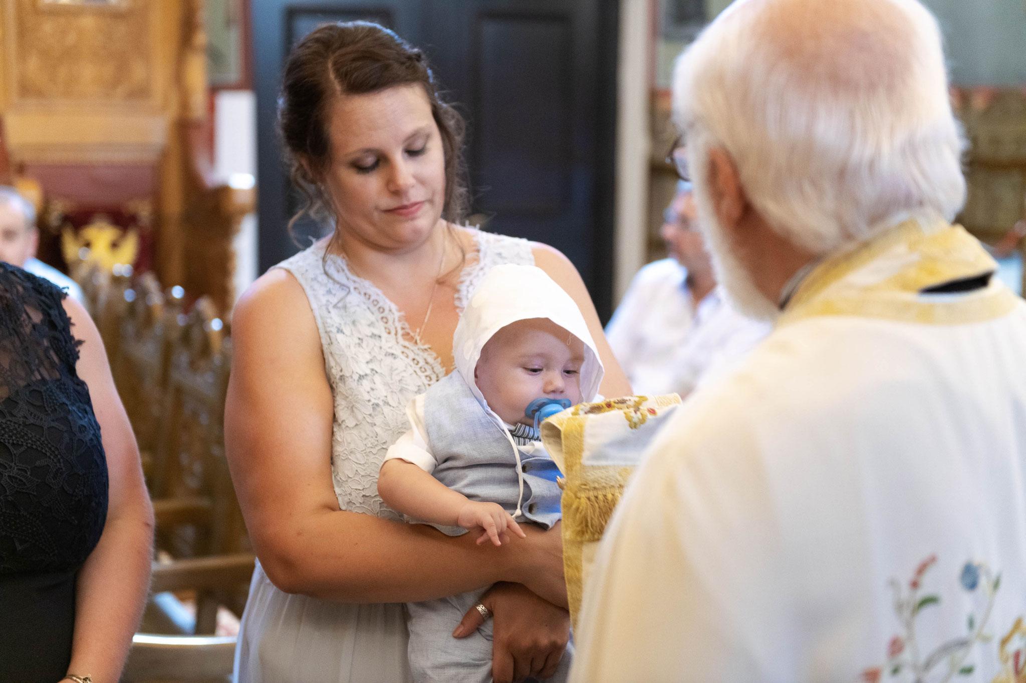 Nach der Taufe wird das Kind gesegnet