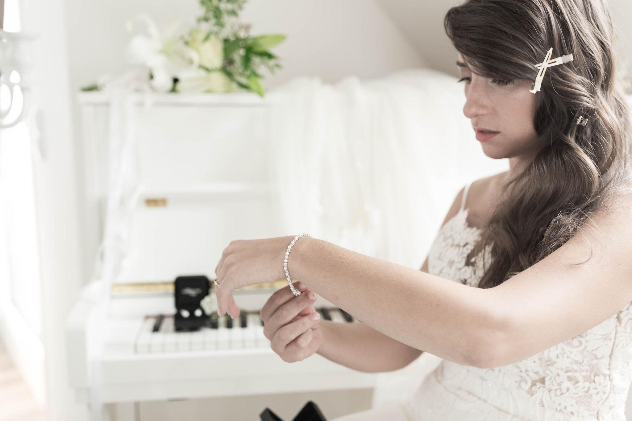 Braut bei der Vorbereitung