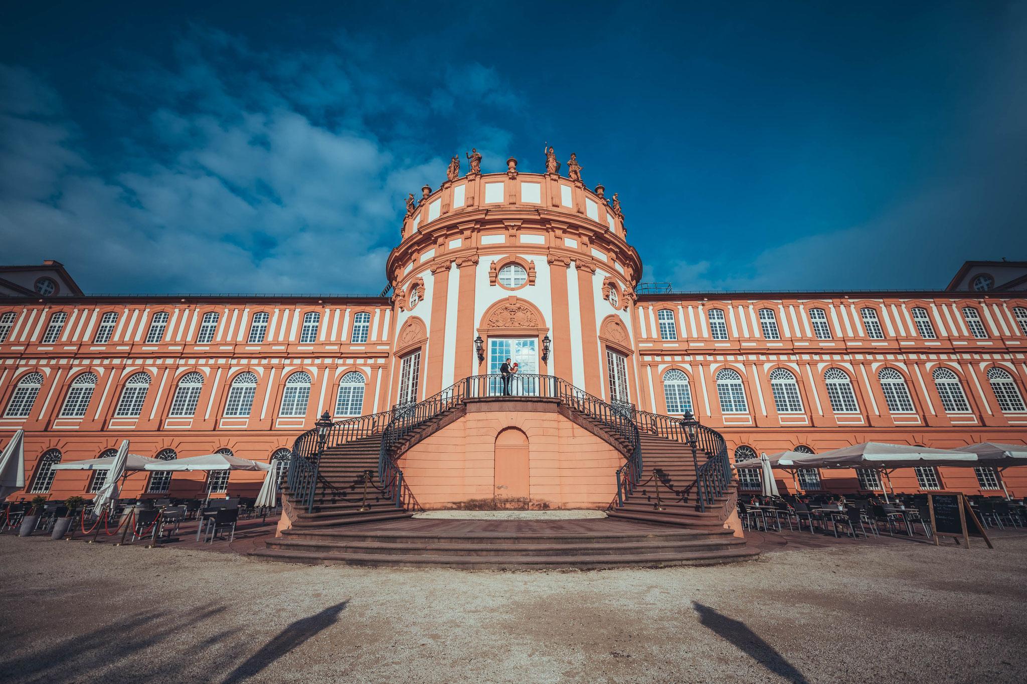 Fotograf für Afterwedding Shooting in Wiesbaden am Schloss Biebrich