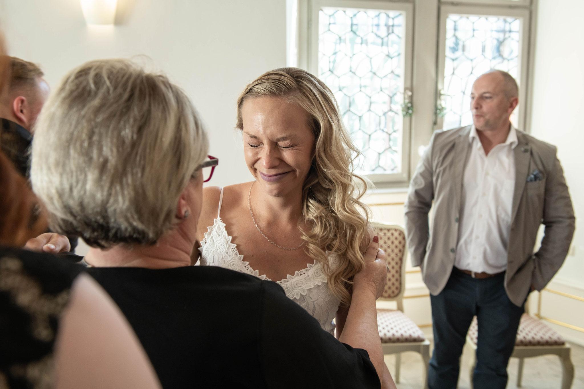 Die Braut voller Emotionen