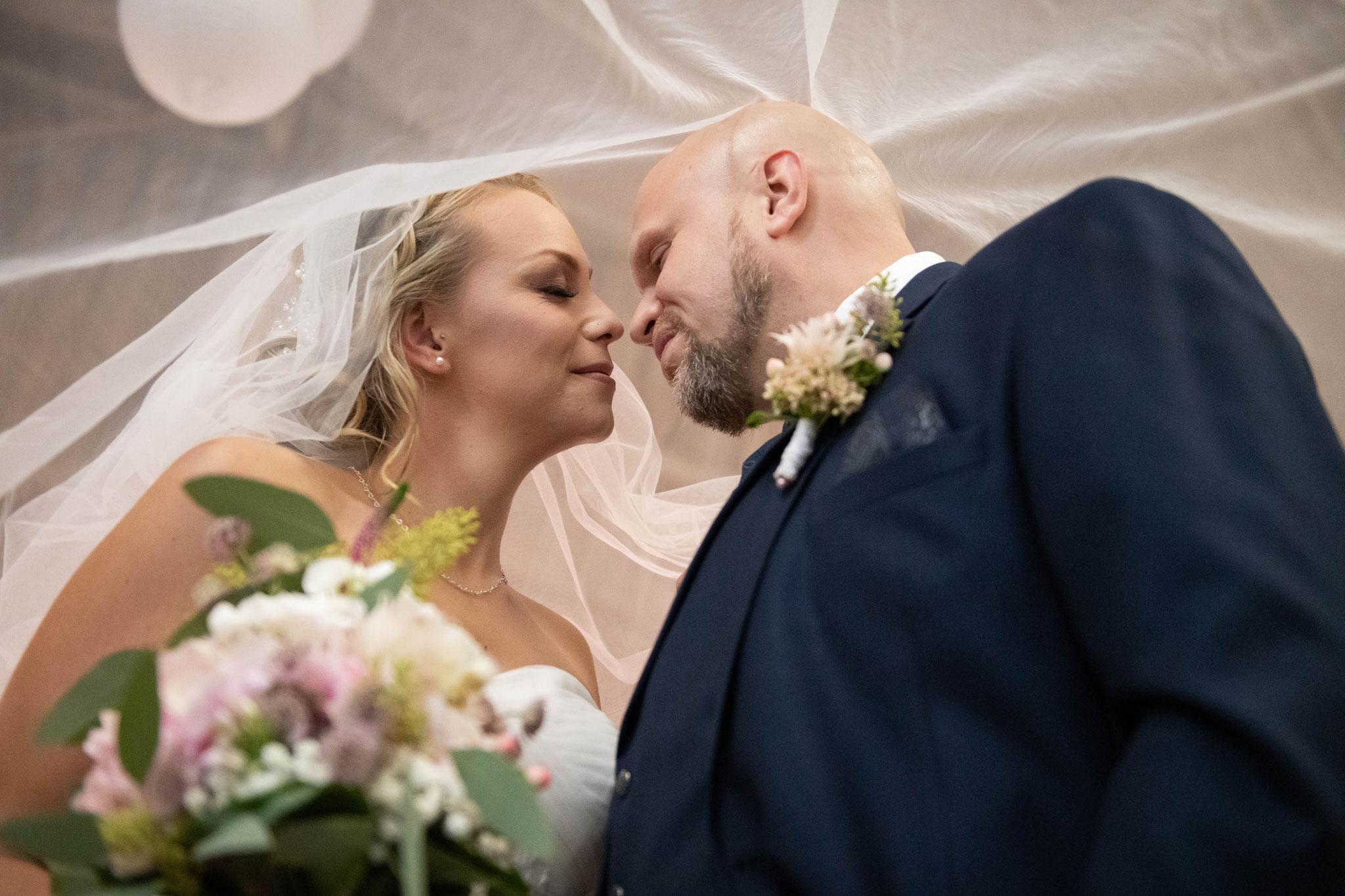 Hochzeitsfotos mit dem Schleier