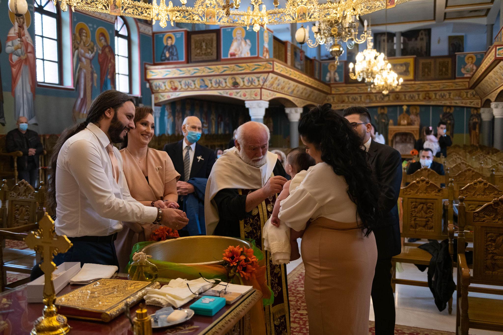 Professioneller Fotograf und Videograf für griechische orthodoxe Taufe in Wiesbaden