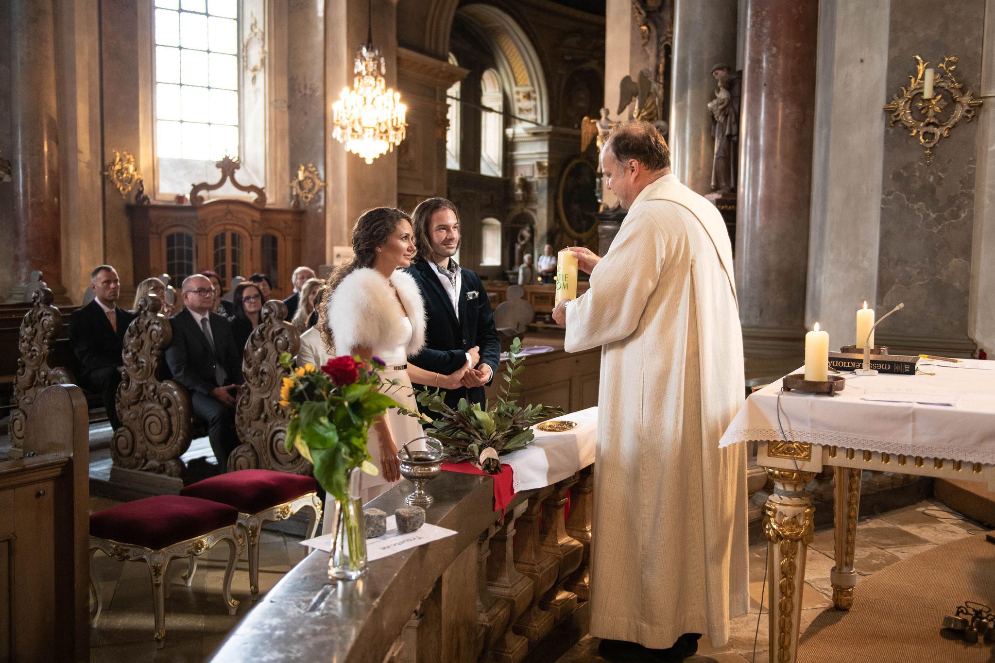 Fotografische Begleitung über den ganzen Tag hinaus von der Kirche bis zur Location in Würzburg