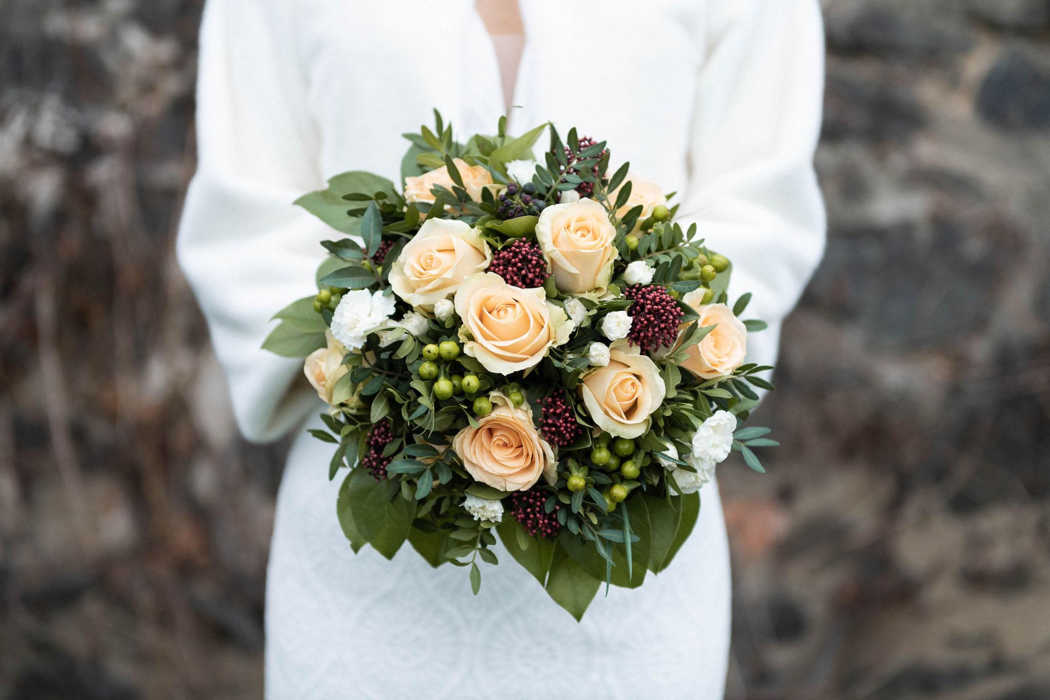 Hochzeitsstrauß oder Brautstrauß aufgenommen mit Nikkor Teleobjektiv 24-70 mm