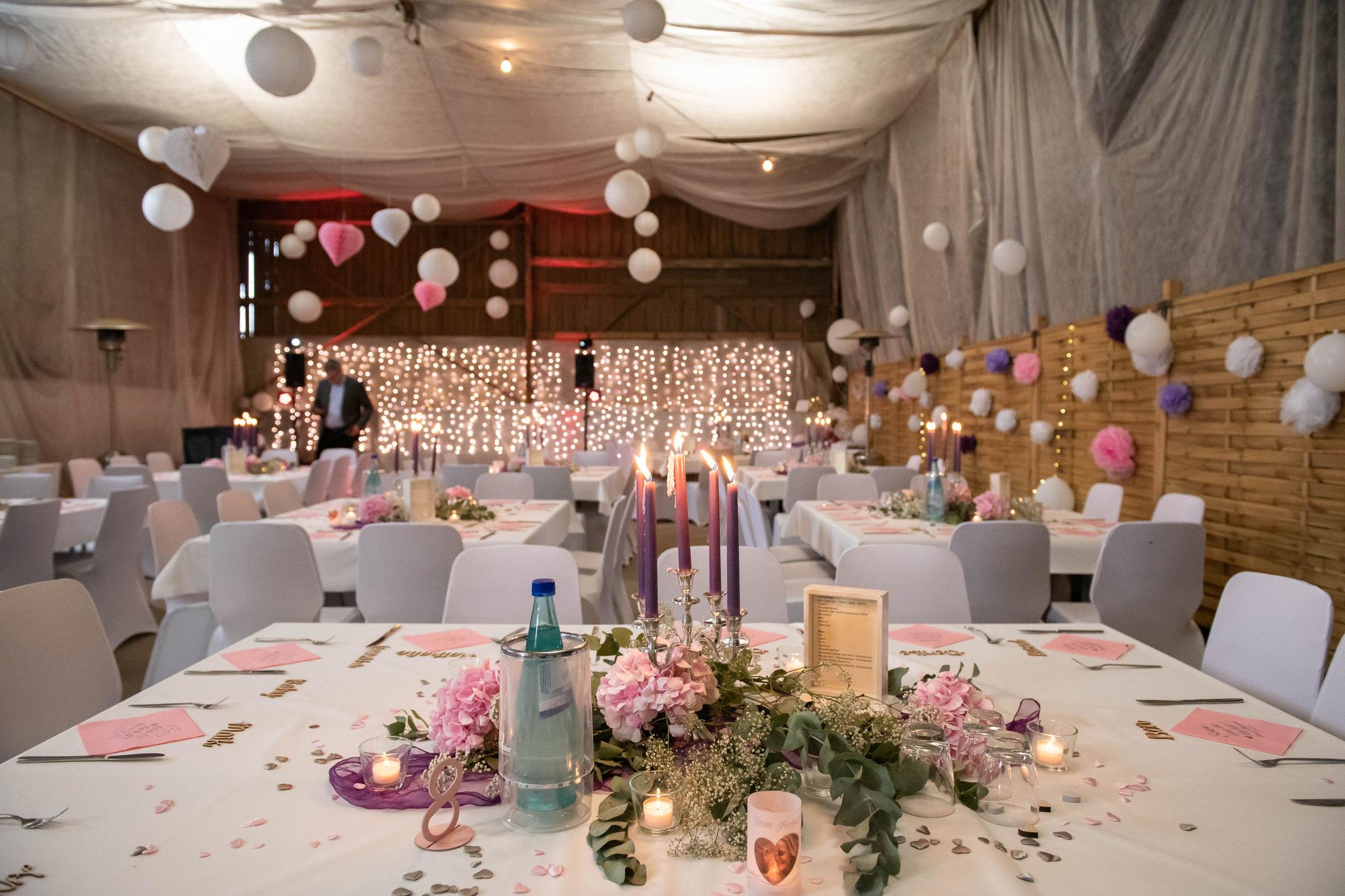 Hochzeitsdekoration und Tische