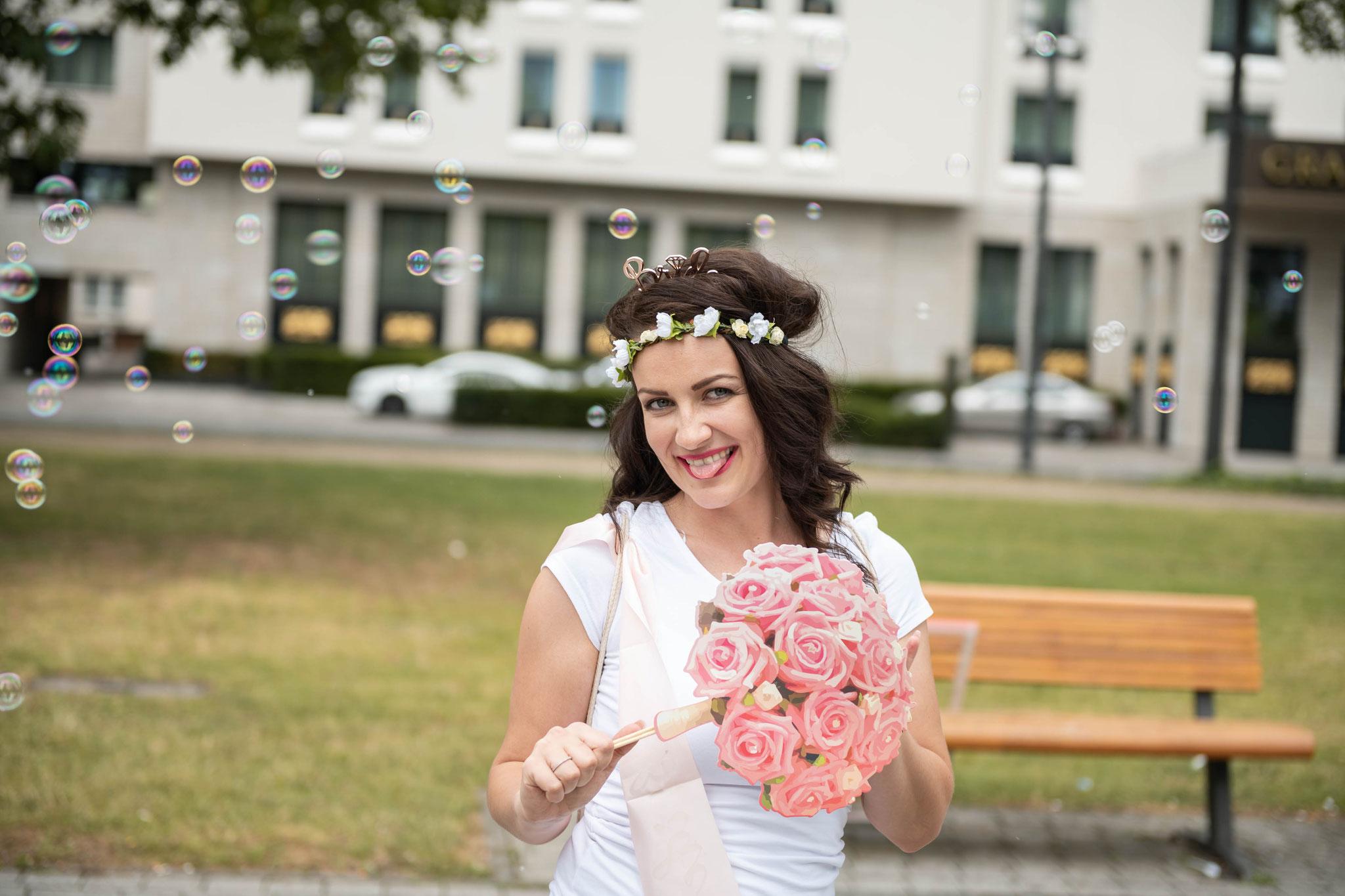 Die zukünftige Braut bereitet sich moralisch drauf vor