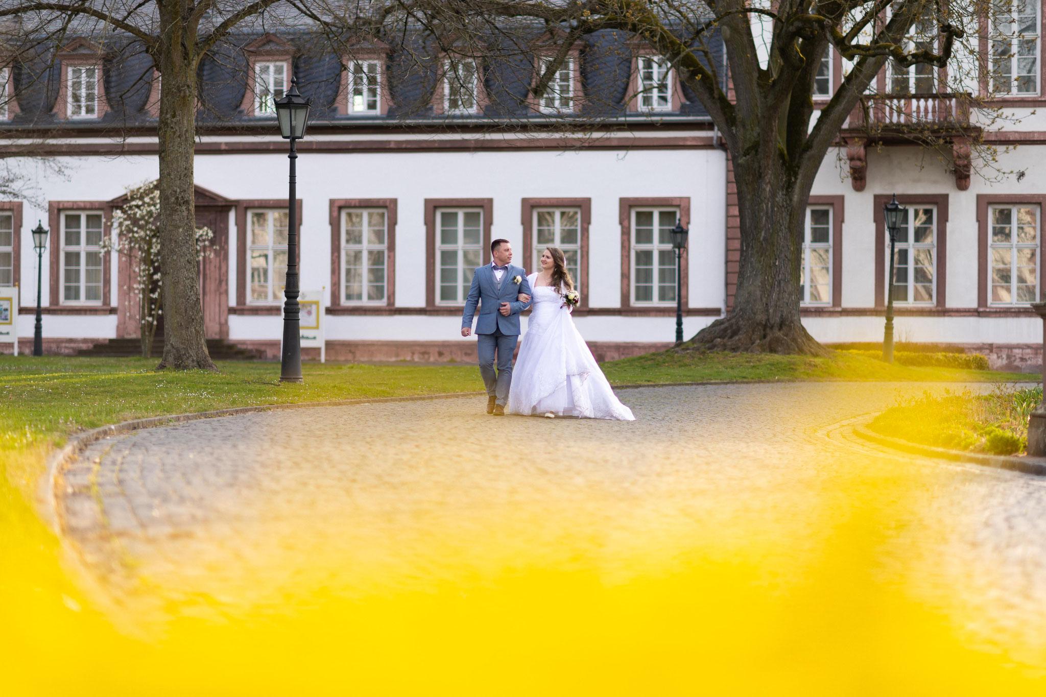 Fotograf für meine standesamtliche Hochzeit und anschließendem Brautpaarshooting in Hanau im Schlosspark Philippsruhe