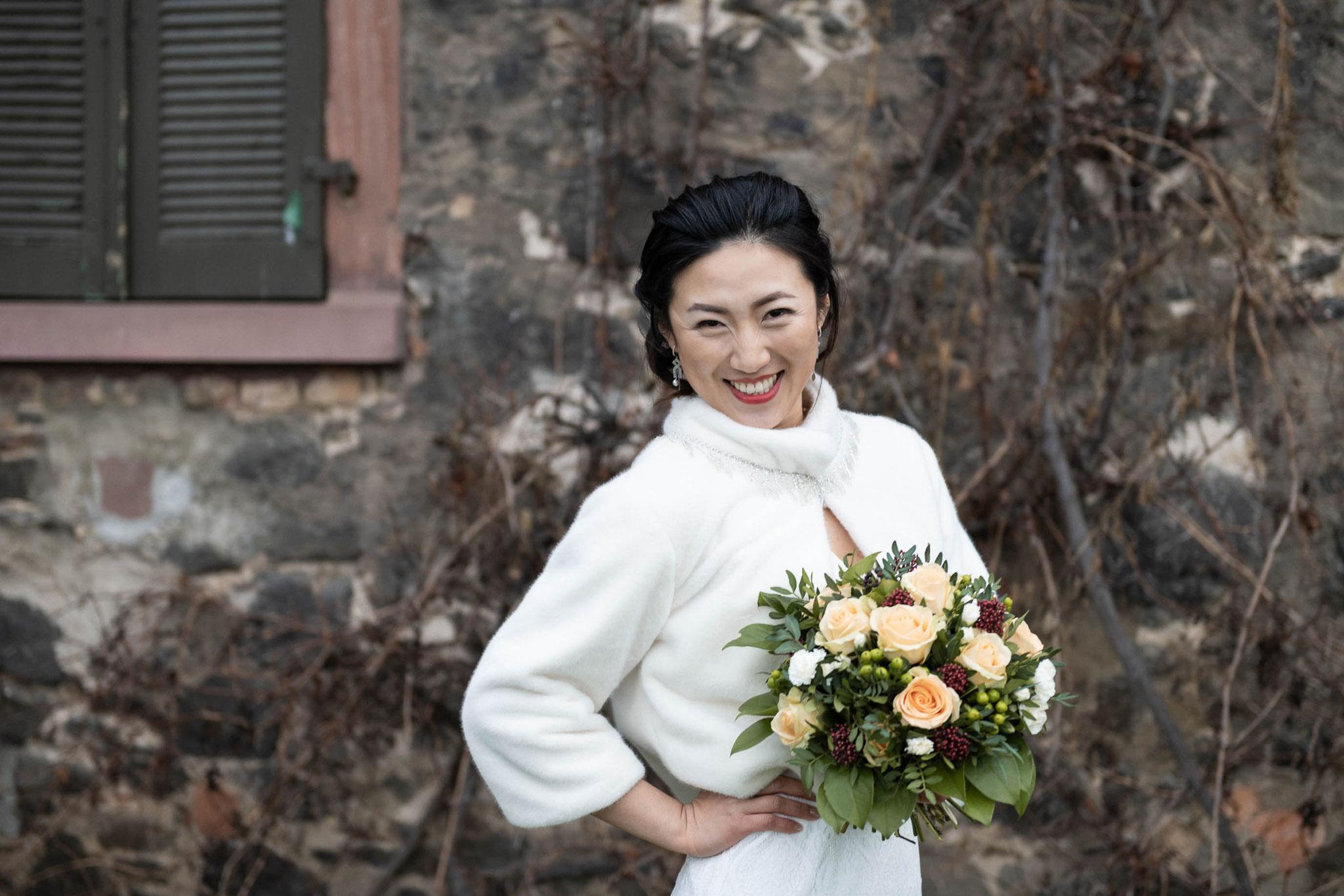 Die Braut in ihrem Element und voller Energie während dem Fotoshooting