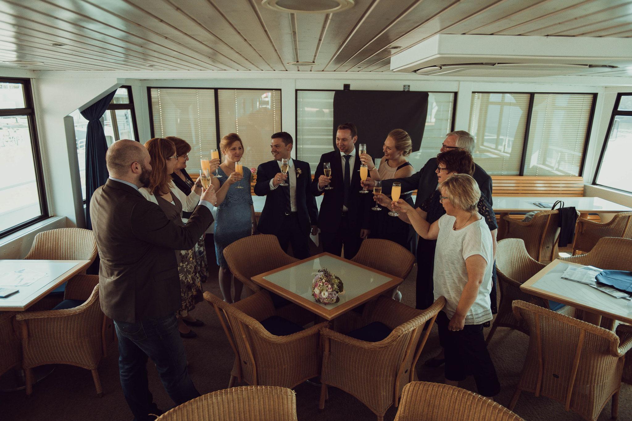Hochzeitsreportage und fotografische Begleitung auf dem Nautilus Schiff in Frankfurt