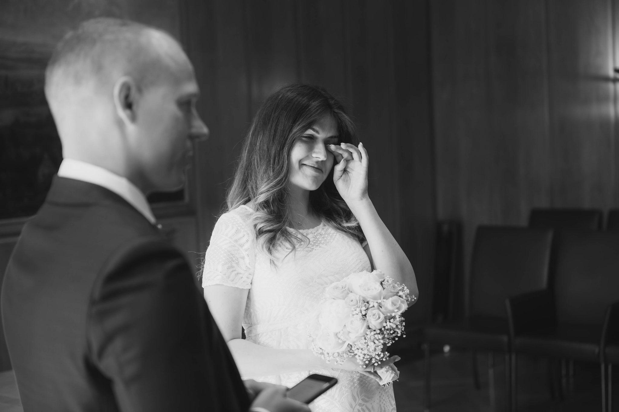 Braut bricht in Tränen aus nach dem JA Wort