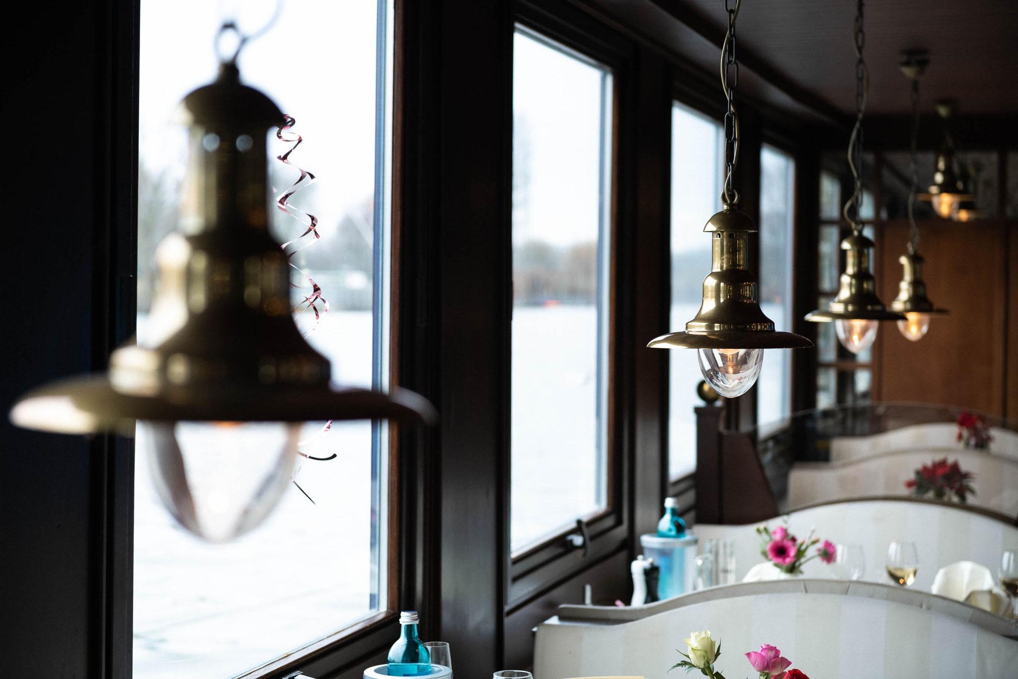 Blick zum Main vom Schiff aus im Café Restaurant Hotel Schlott