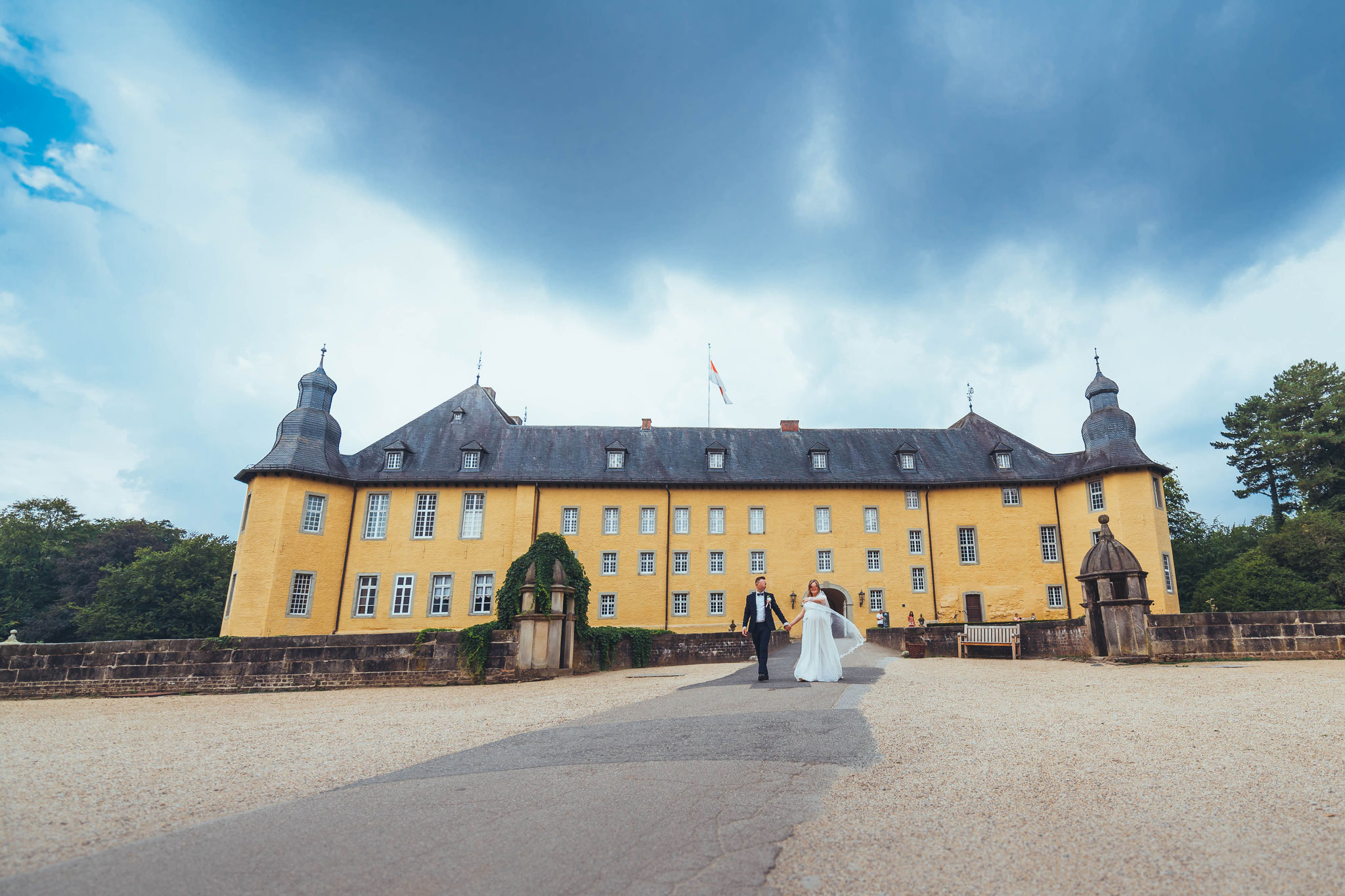 Schlosspark Dyck in Neuss sehr gut geeignet für Brautpaar Shootings